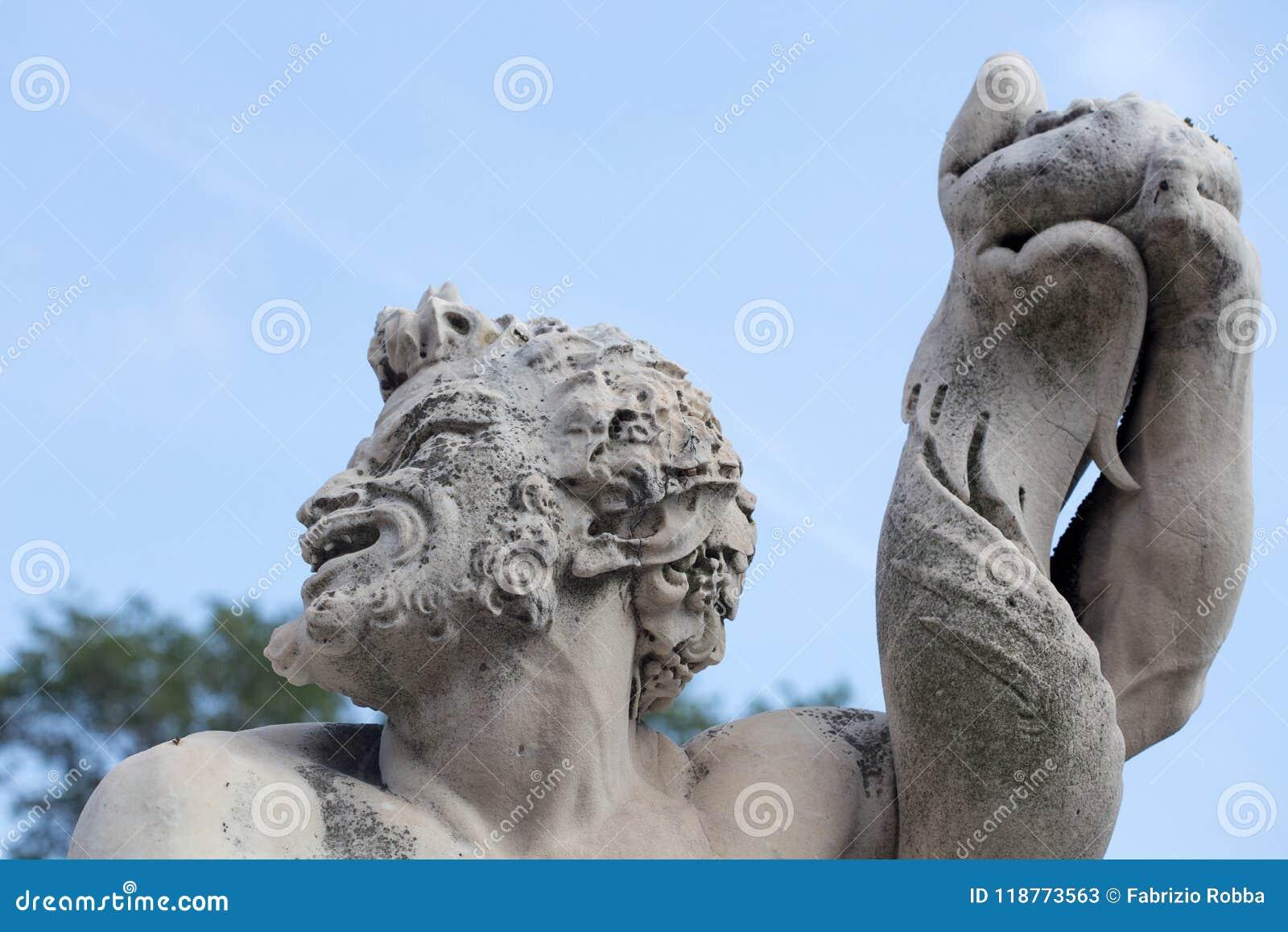 氚核雕象在王子` s宫殿的庭院里,安德里亚多利亚` s宫殿在热那亚赫诺瓦,意大利