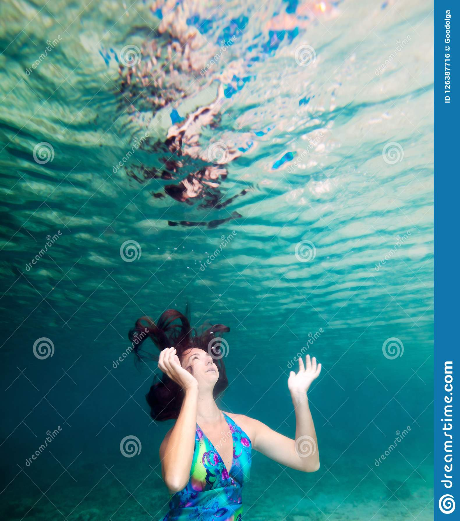 水下的妇女