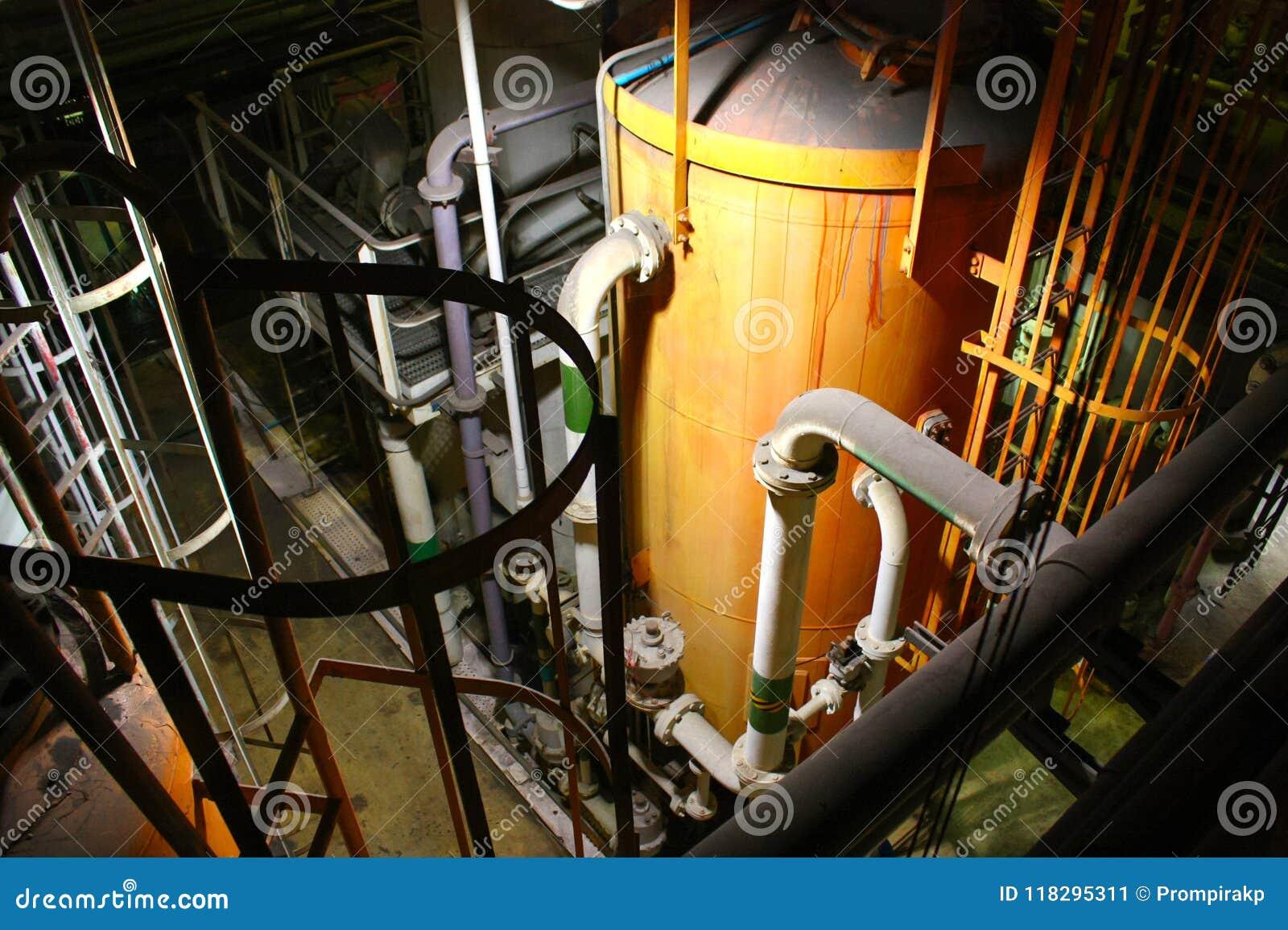 水处理厂内部工业管子和坦克