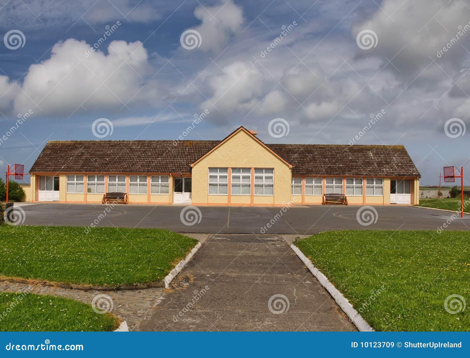水泥房子农村学校石头