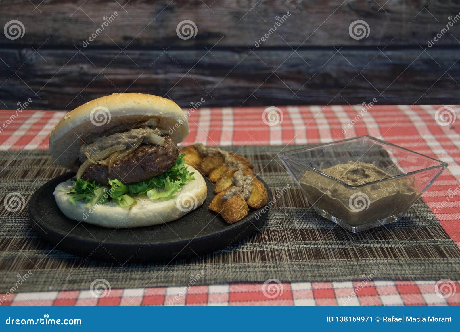 汉堡包用蘑菇酱油