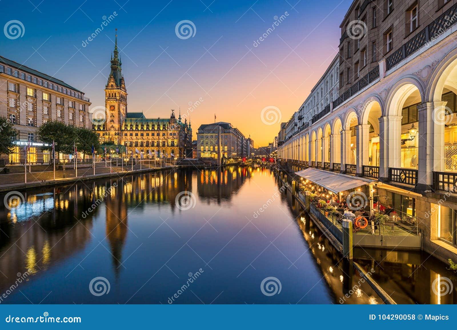 Download 汉堡,德国市政厅 库存照片. 图片 包括有 著名, 都市风景, 晚上, 视图, 汉堡, 拱道, 日落, 城市 - 104290058