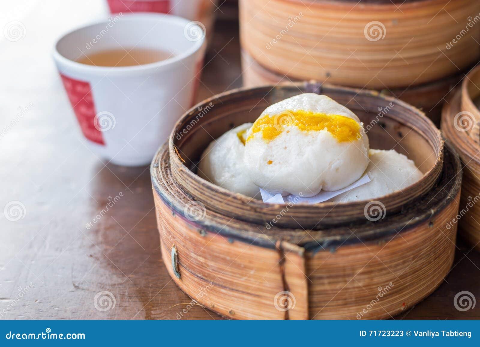 汉语蒸的乳脂状的乳蛋糕小圆面包;亚洲盘