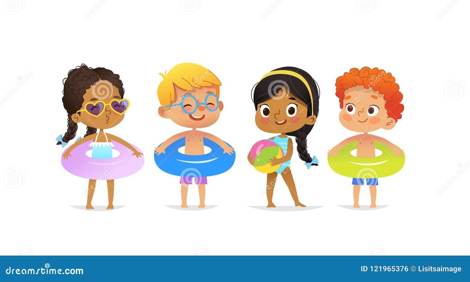 池边聚会字符 多种族戴着游泳衣和圆环的男孩和女孩获得乐趣在水池 非裔美国人
