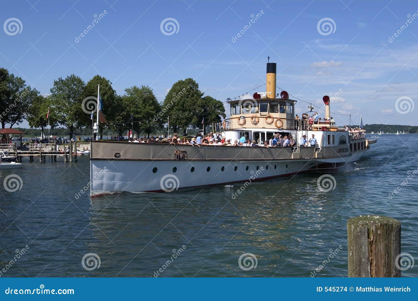 Download 汽船 库存照片. 图片 包括有 旅游业, 海洋, 小船, 汽船, 海边, 本质, 巴伐利亚人, 淫秽, 火轮 - 545274
