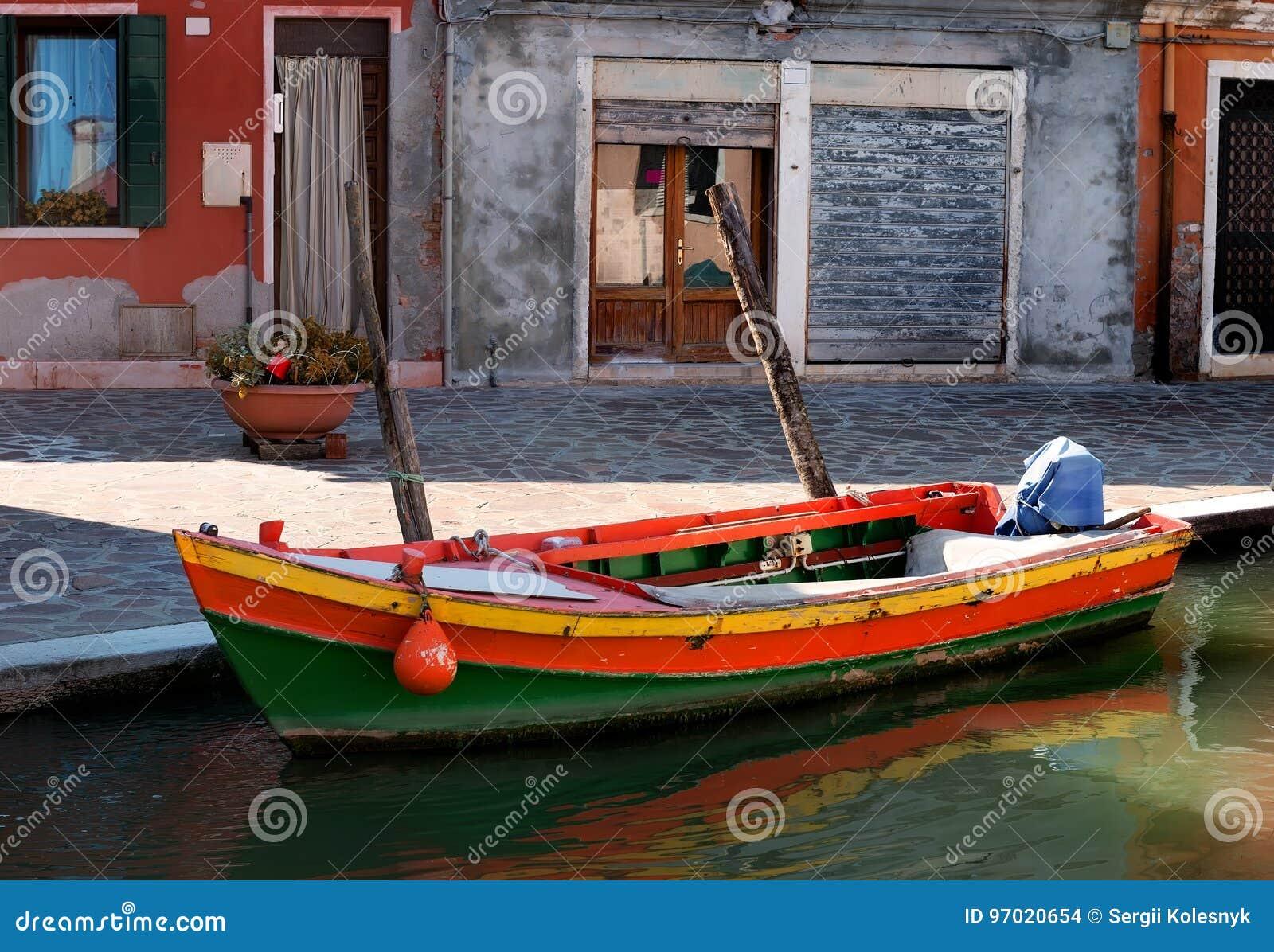 汽艇在Burano