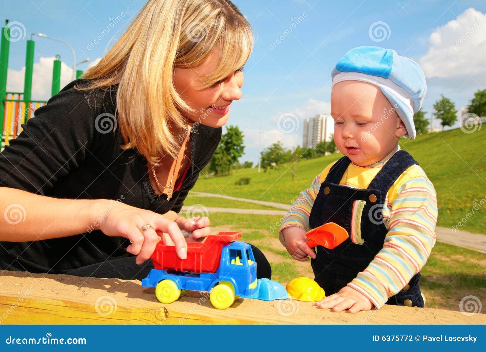 汽车儿童母亲演奏玩具