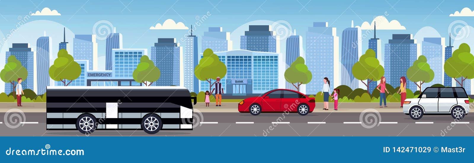 汽车和驾驶柏油路都市城市全景高摩天大楼都市风景背景地平线舱内甲板的乘客公共汽车