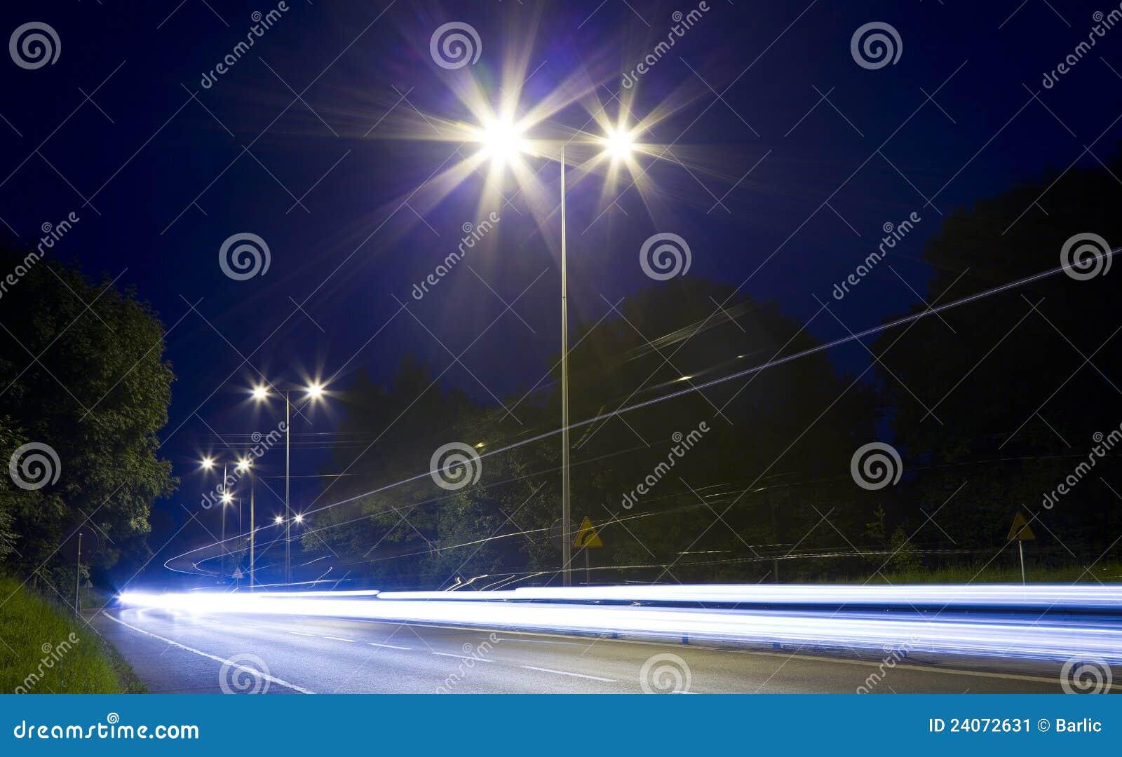 汽车在晚上