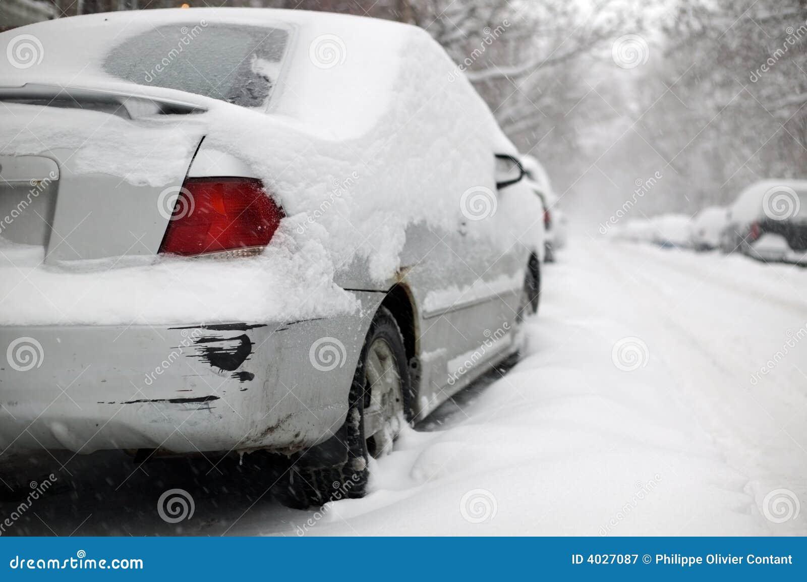 汽车损坏了生锈卡住