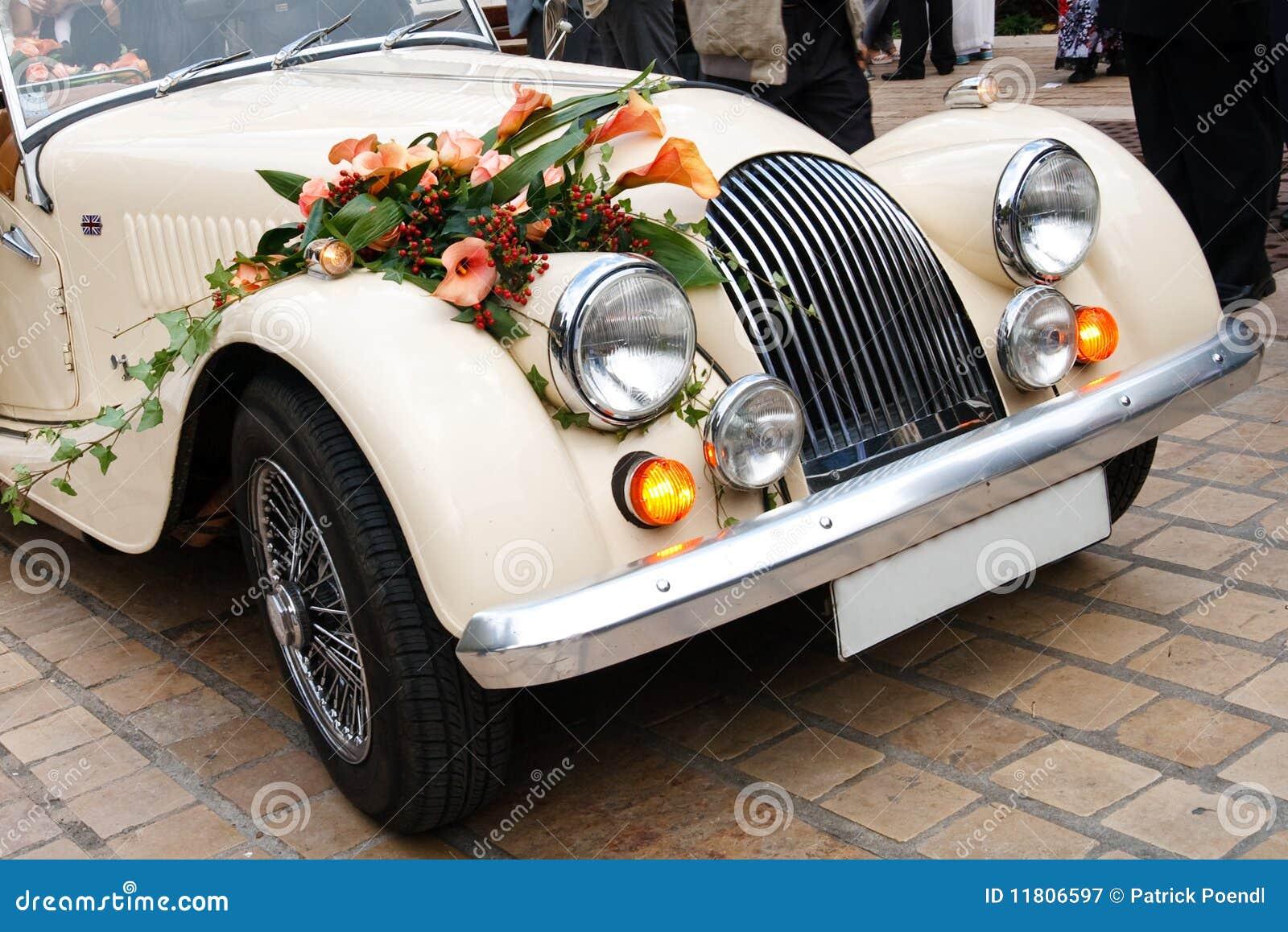 汽车装饰了花葡萄酒婚礼