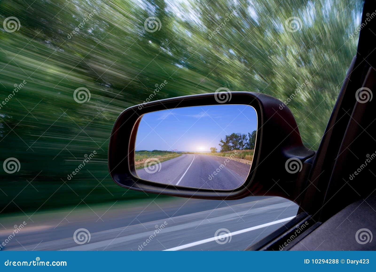 汽车镜子路侧视图