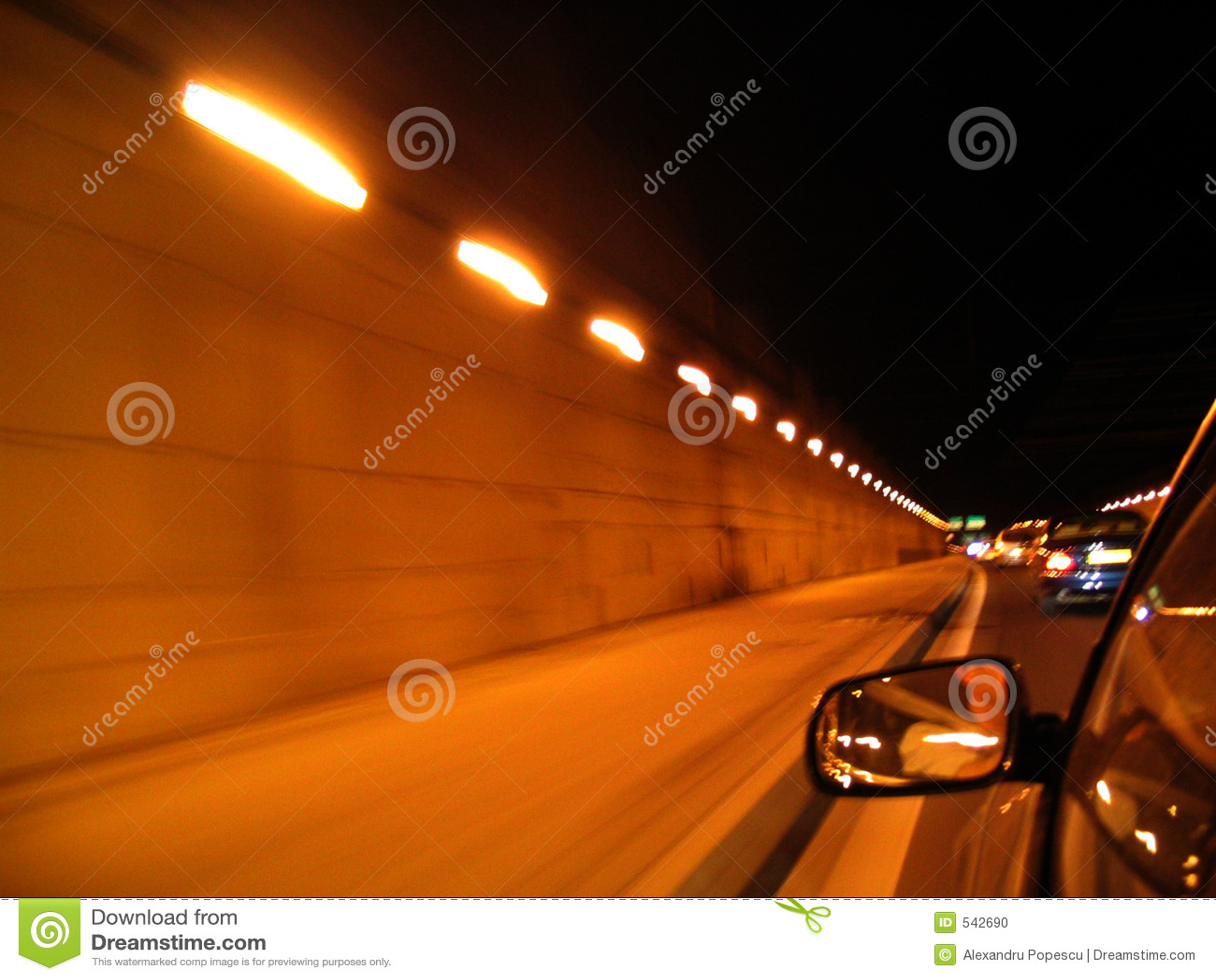 Download 汽车 库存照片. 图片 包括有 假期, 大众, 汽车, 高速公路, 业务量, 运输, 快速, 驱动, 下面, 玻璃 - 542690