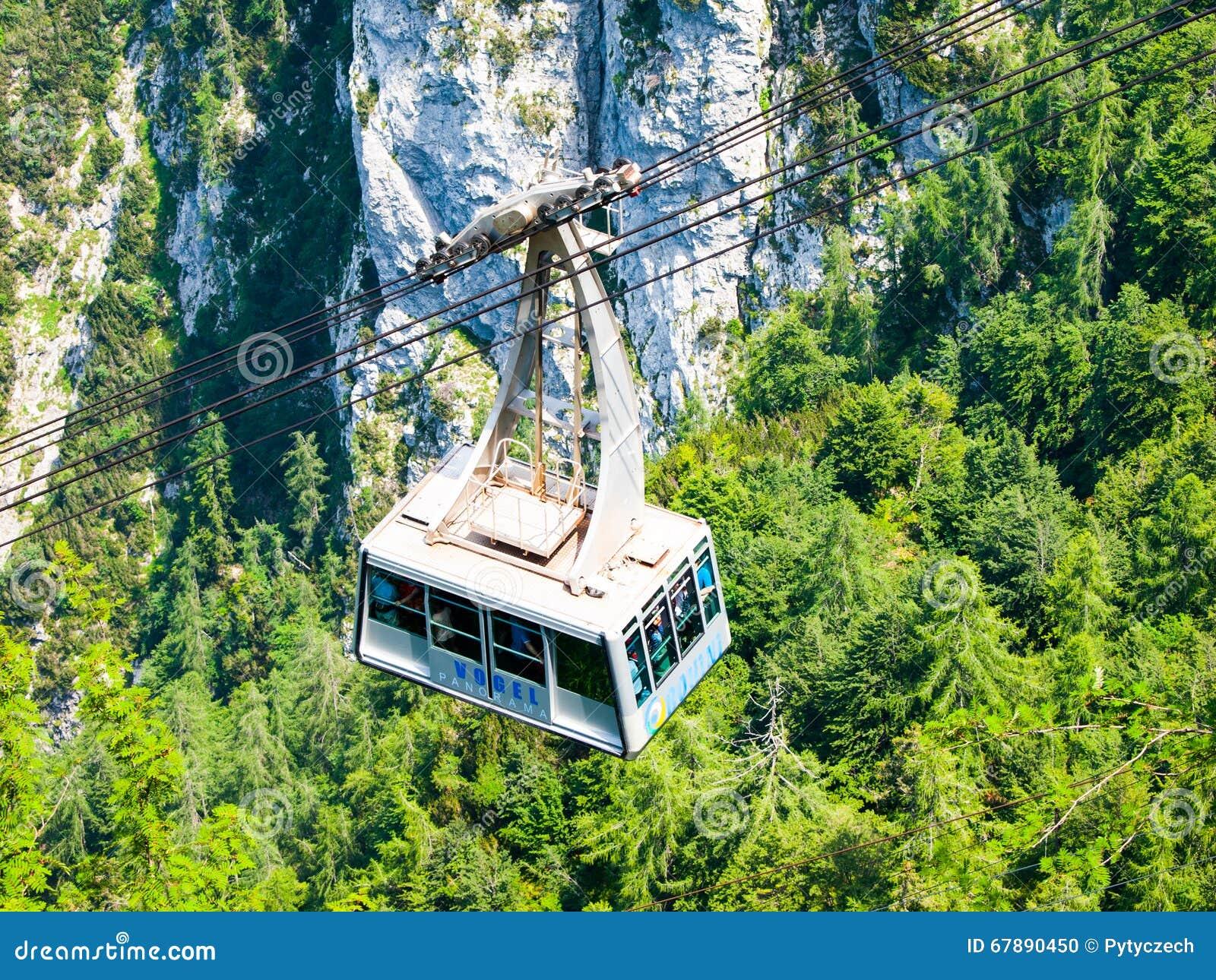 沃热尔在湖Bohinj的缆车