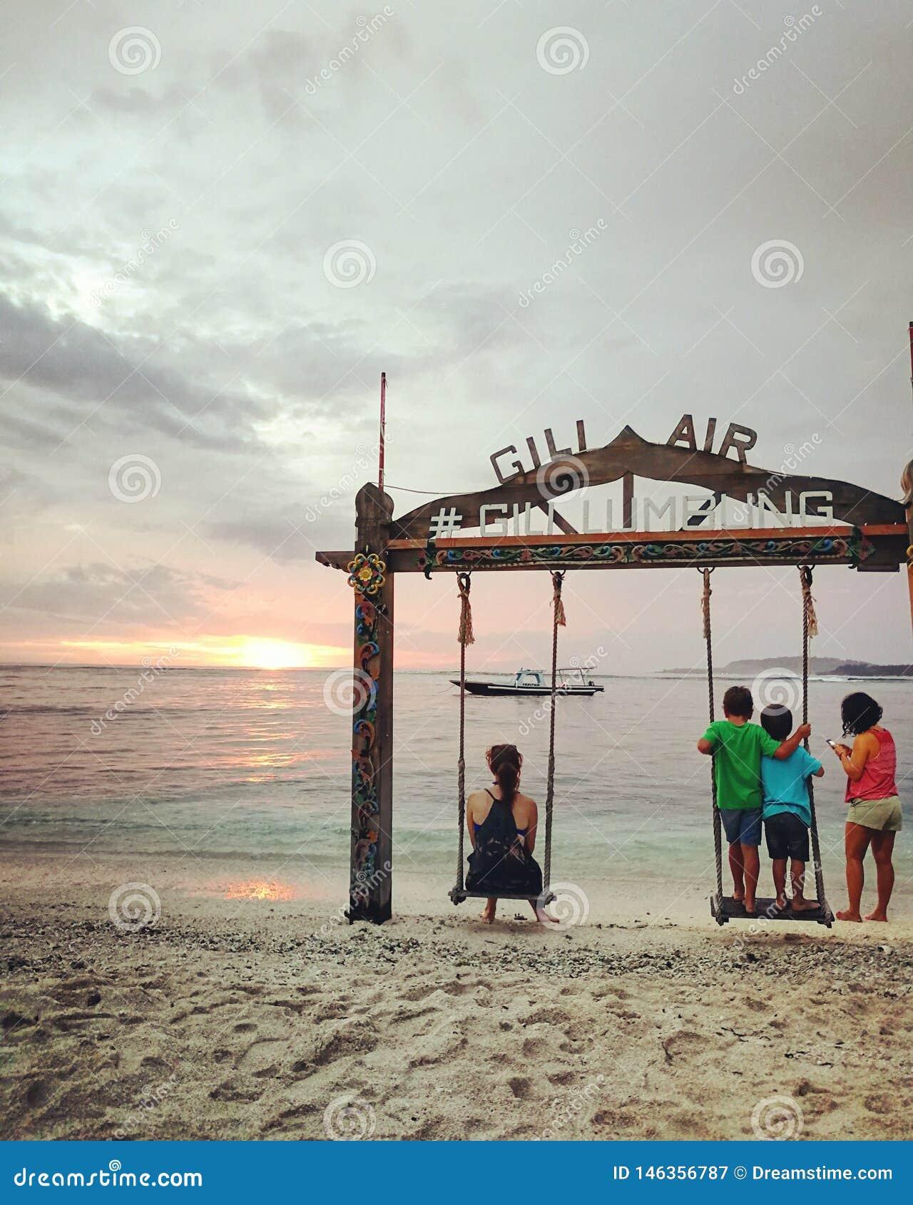 沉溺于Gili海岛日落