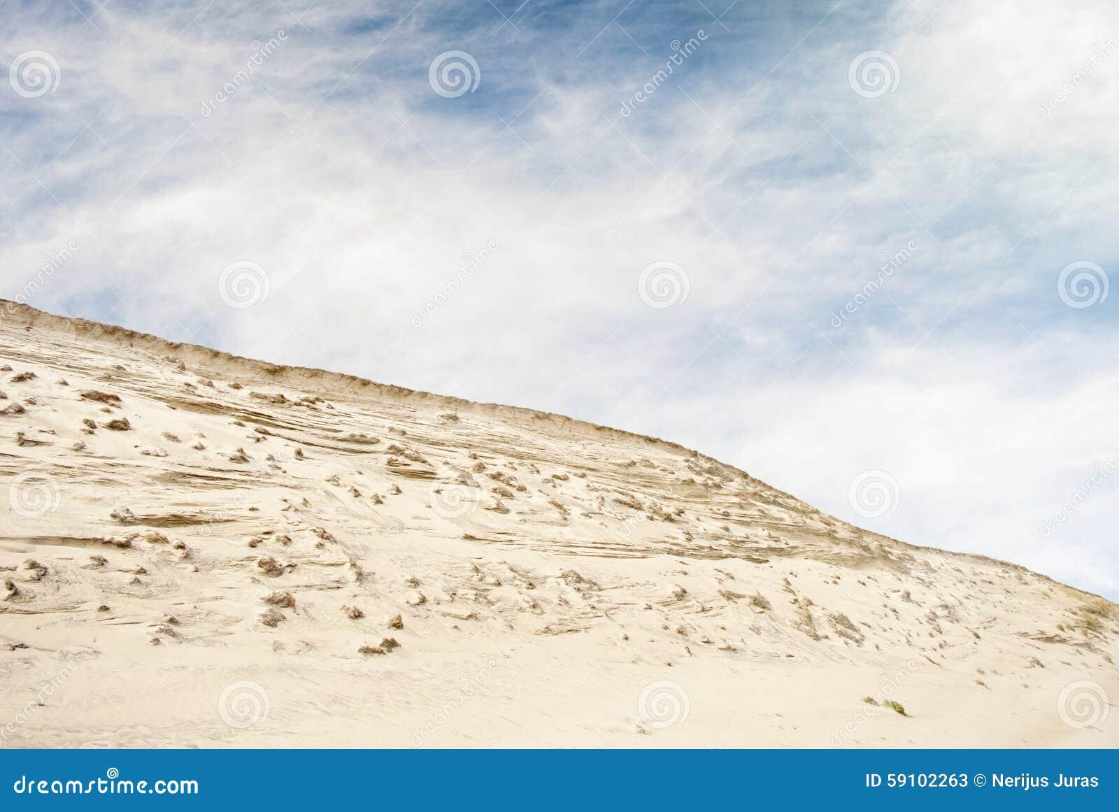 沙丘和蓝天