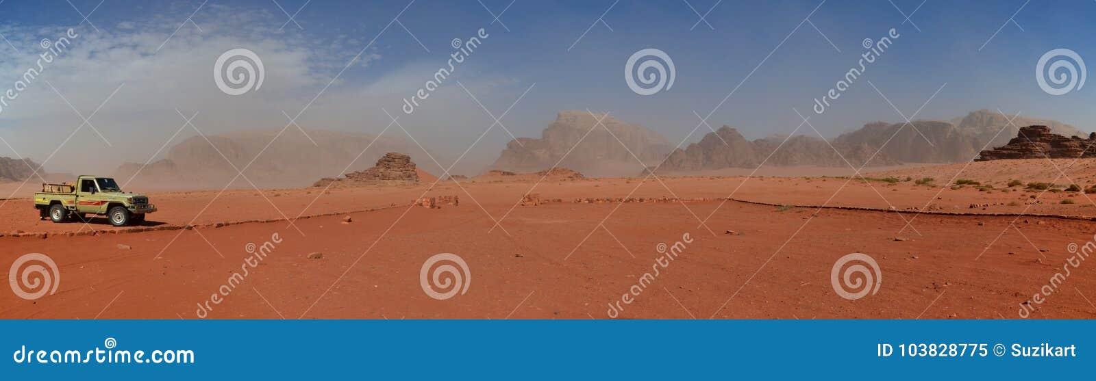 沙子和岩石露出,瓦地伦,约旦宽远景