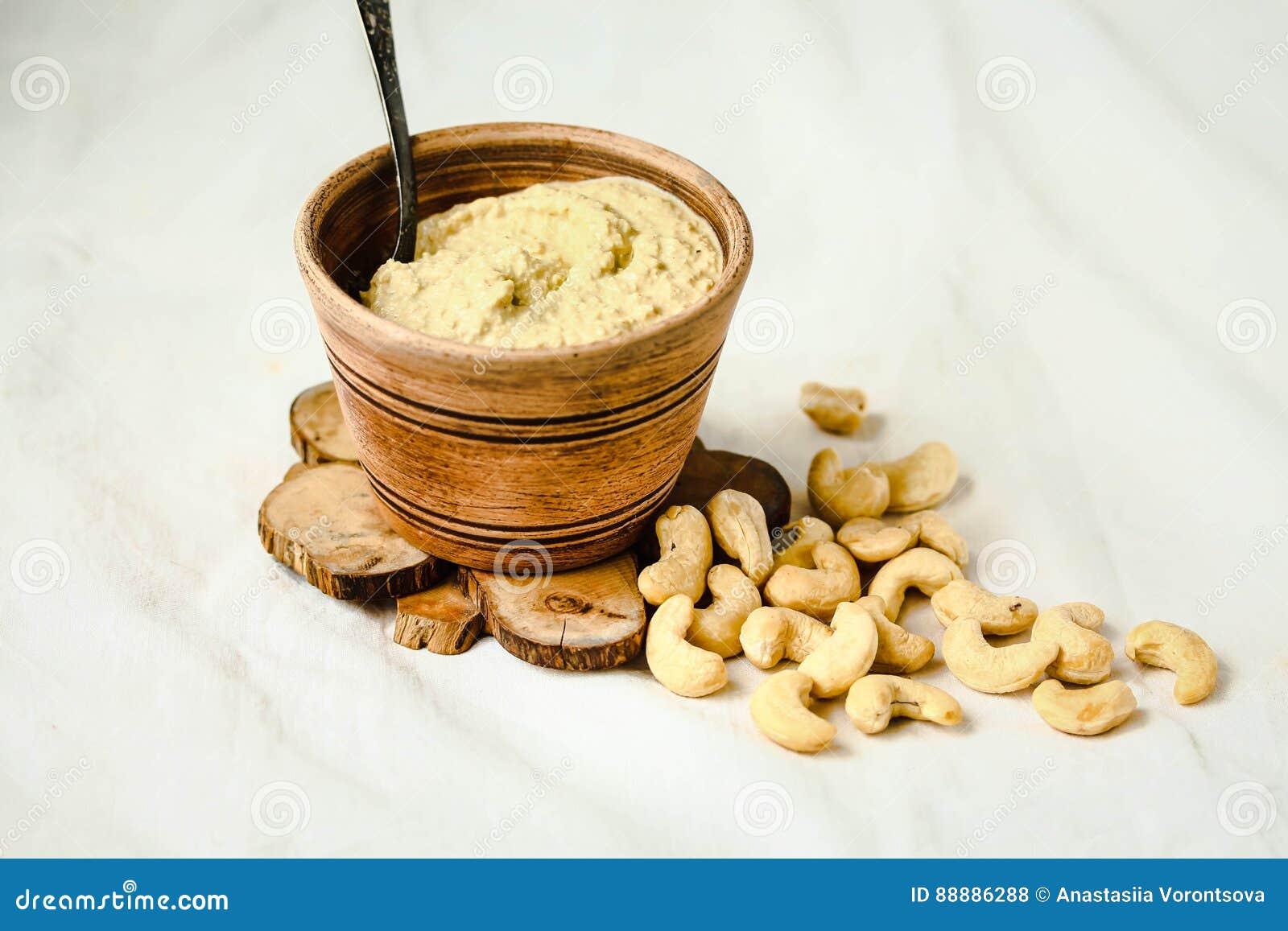 沙拉的,从坚果的未加工的素食主义者乳酪腰果调味汁有nutritio的