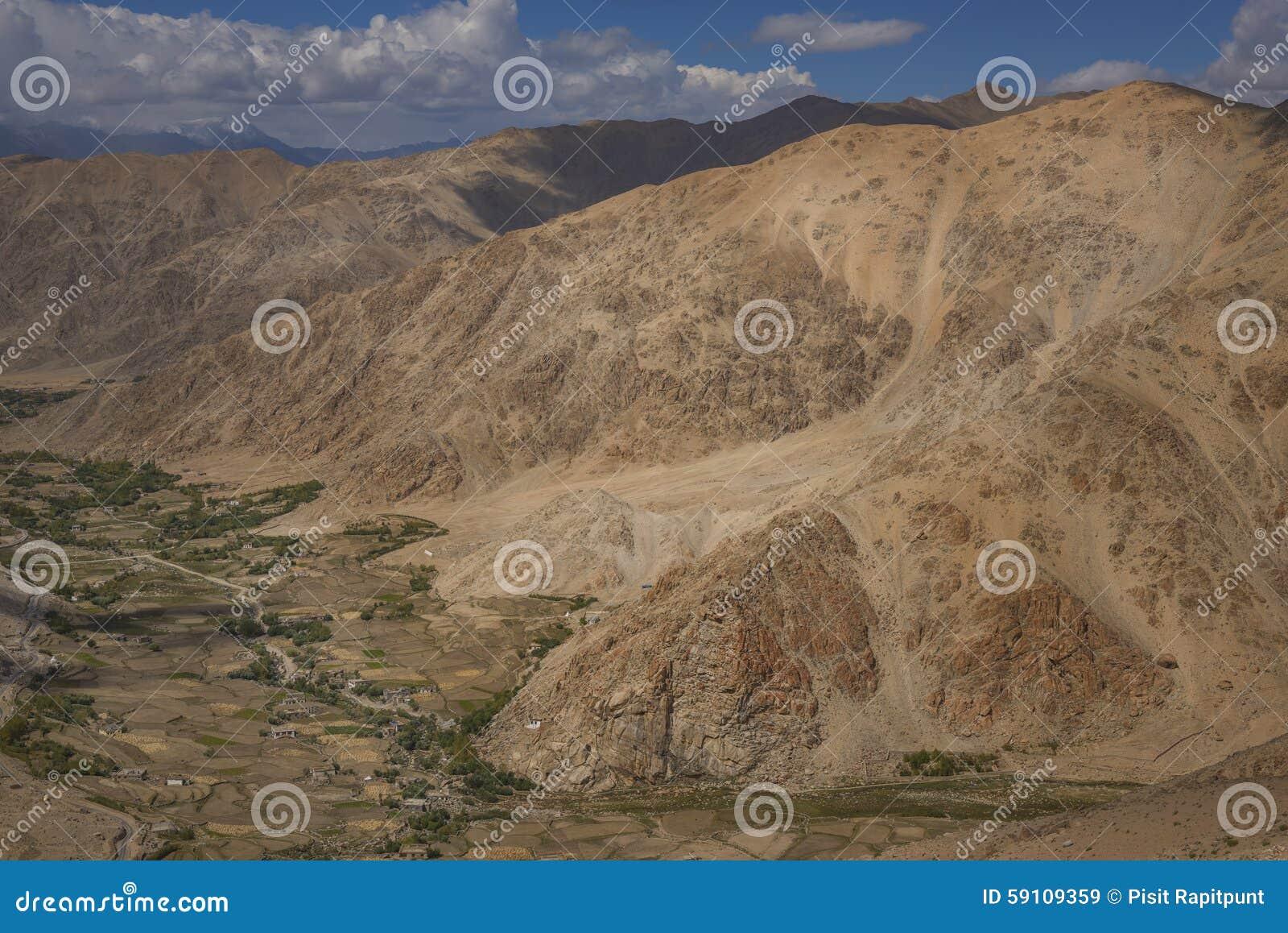 沙漠和沙子山景拉达克,印度