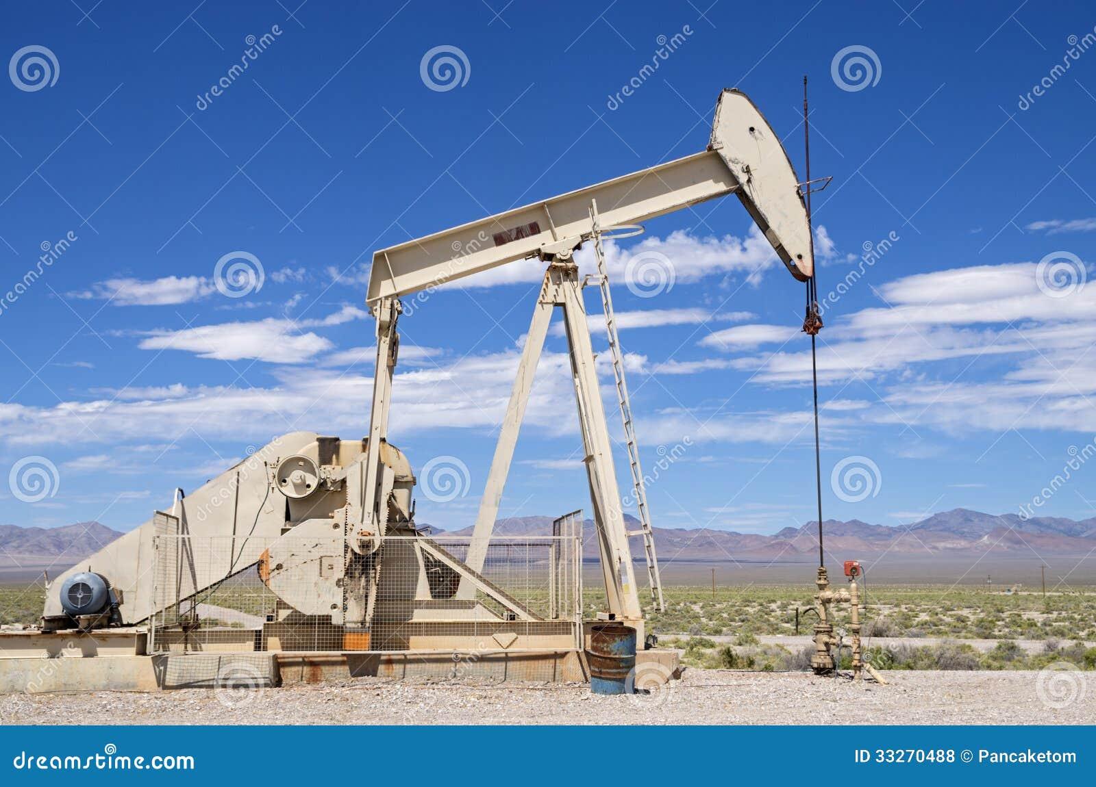 沙漠油井图片
