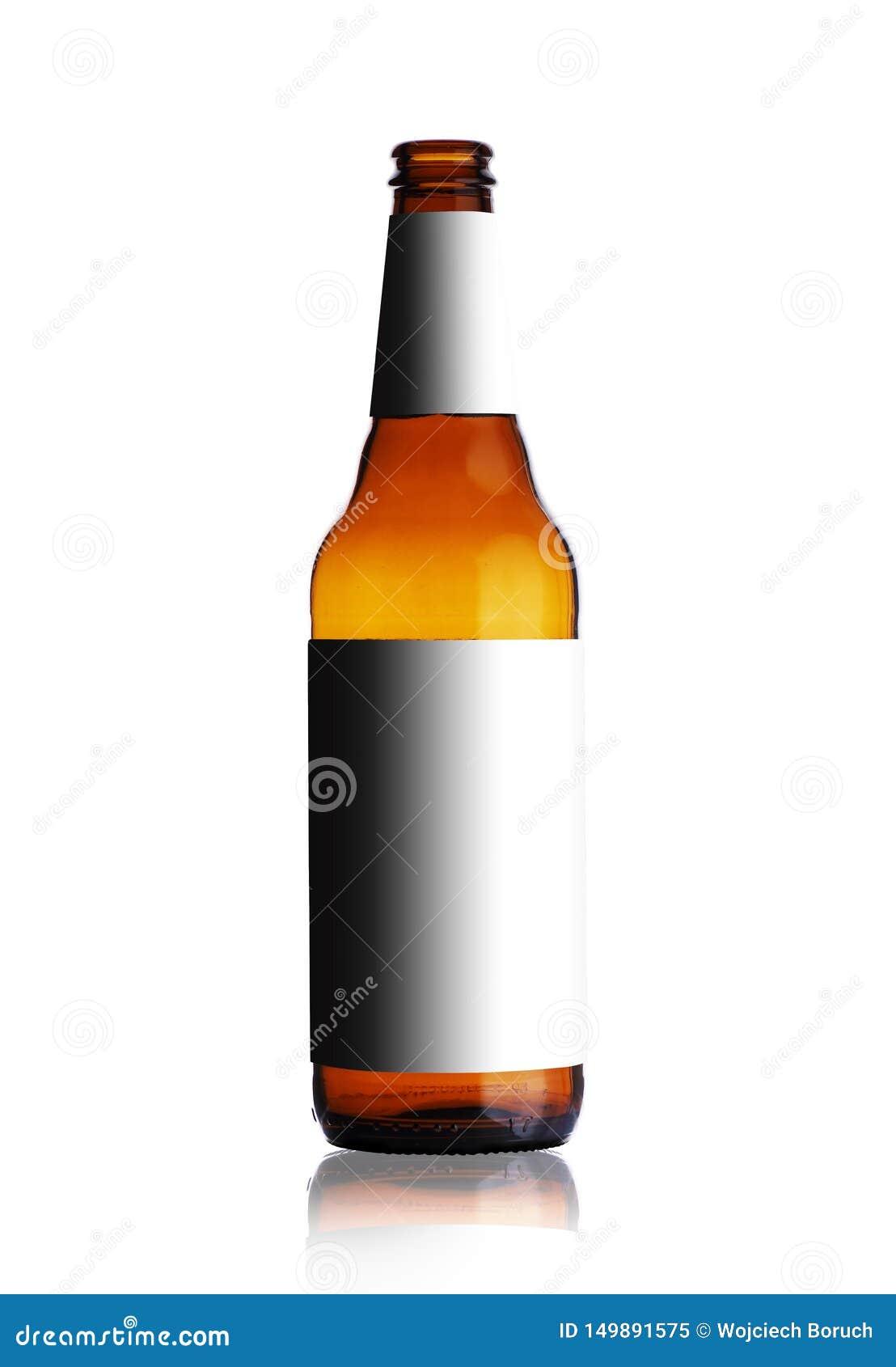 没有标签的空的啤酒瓶