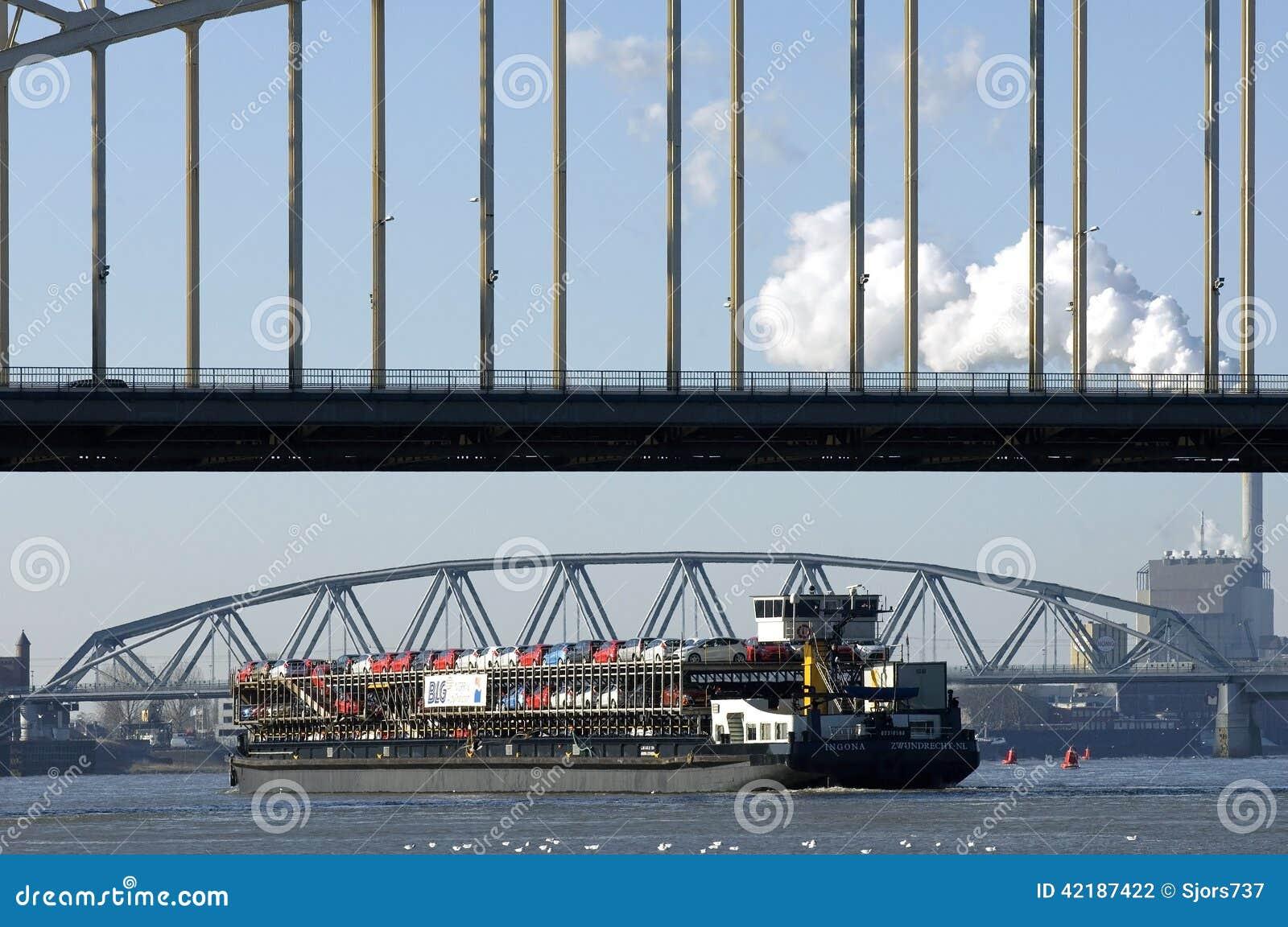 河交通,汽车的运输在货轮的