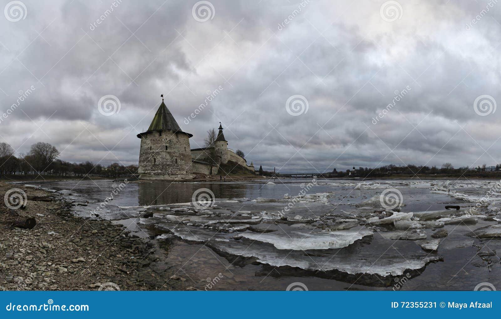 河岸的古老堡垒 俄国 克里姆林宫普斯克夫