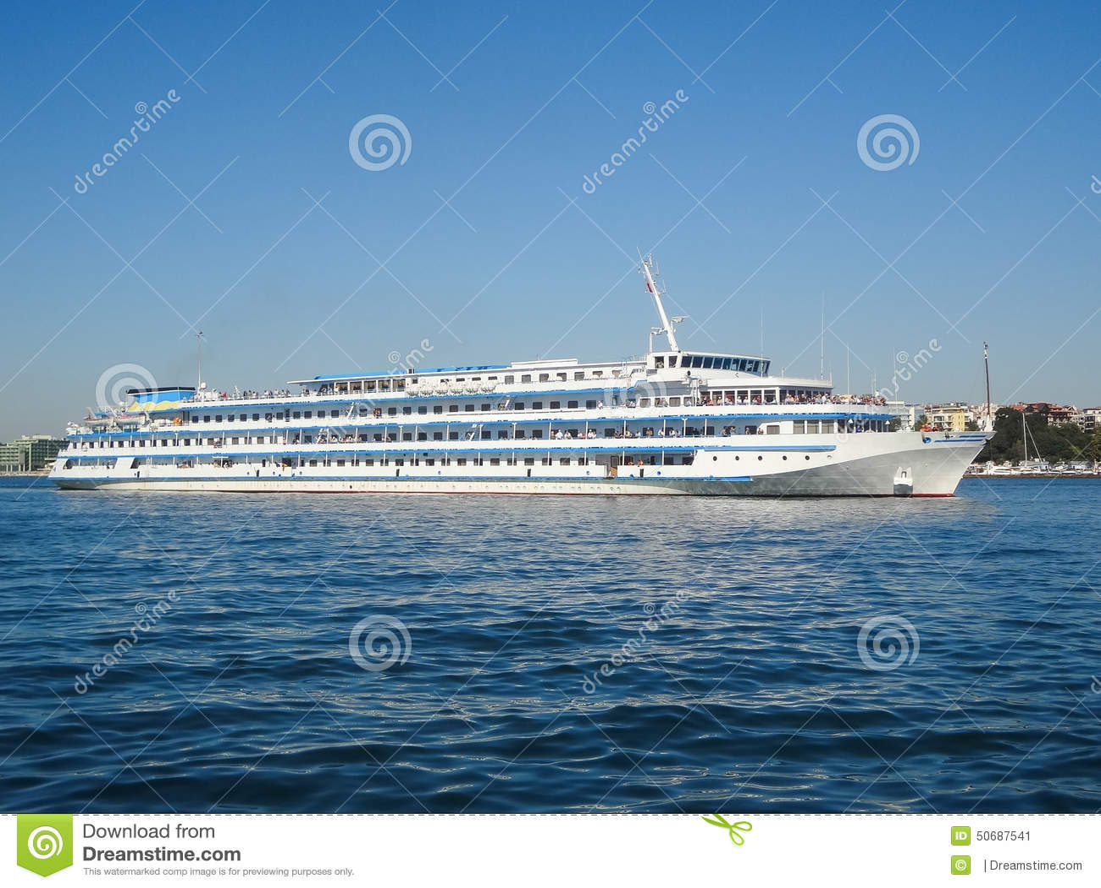 Download 河船 库存图片. 图片 包括有 背包, 城镇, 建造者, 巡航, 行程, 横向, beautifuler - 50687541