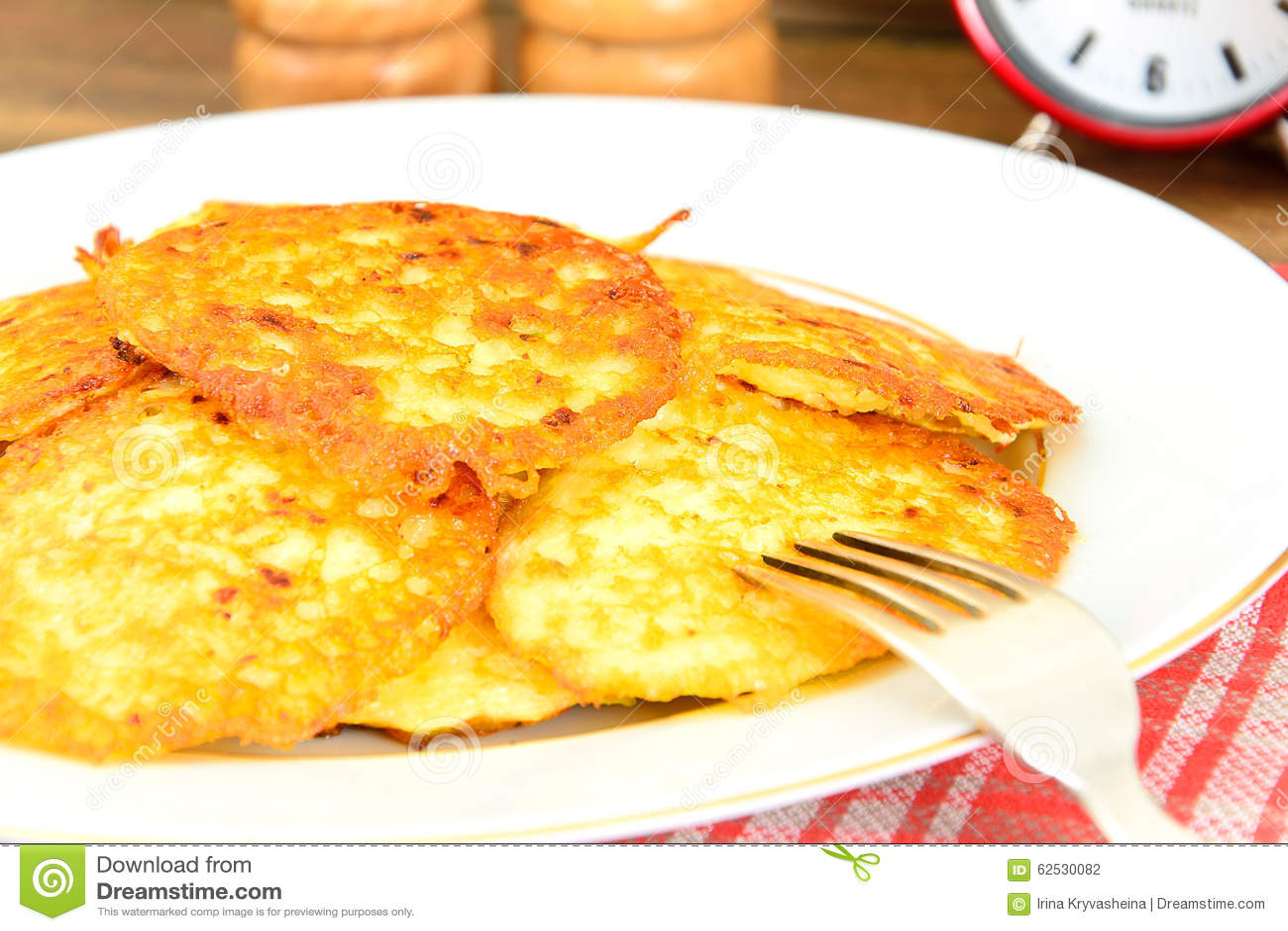 油煎的薄煎饼土豆 白俄罗斯语和德语