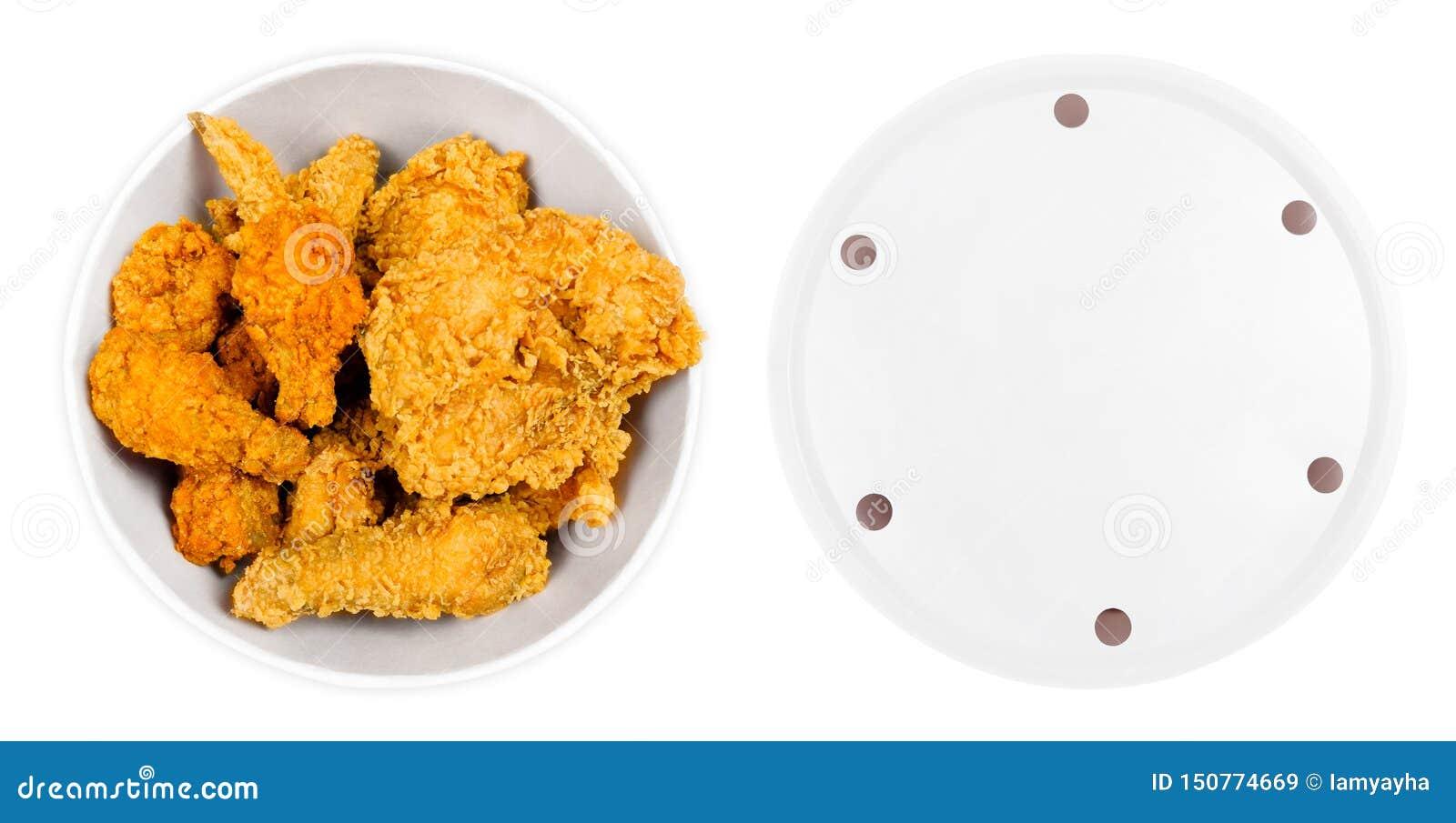 油煎的鸡翅和腿在白色桶箱子隔绝了 金黄布朗食物 面包的顶视图桶充分热和酥脆辣