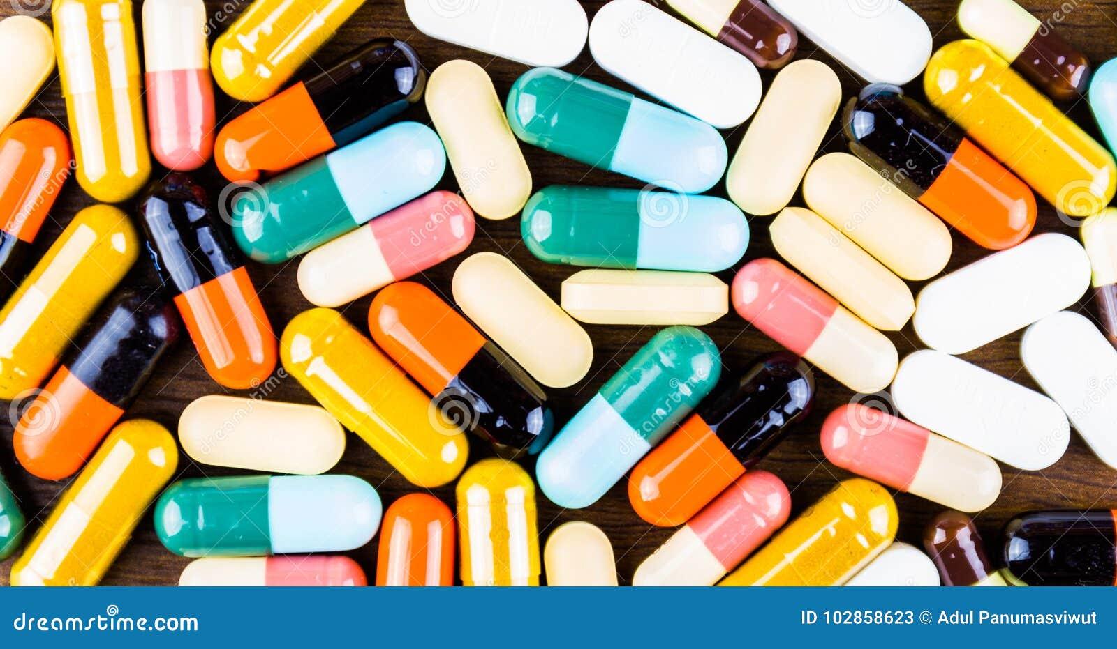 治疗疗程的药物处方 配药药剂,在容器的治疗健康的 药房题材,胶囊药片