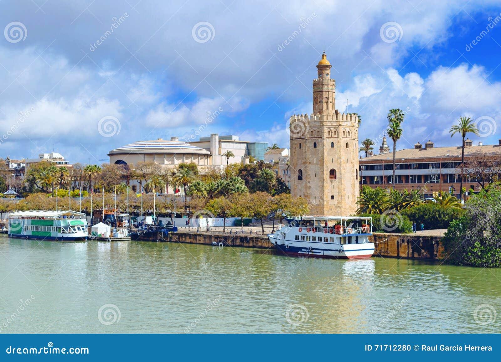 沿瓜达尔基维尔河河的金黄塔在塞维利亚,安大路西亚,西班牙,欧洲