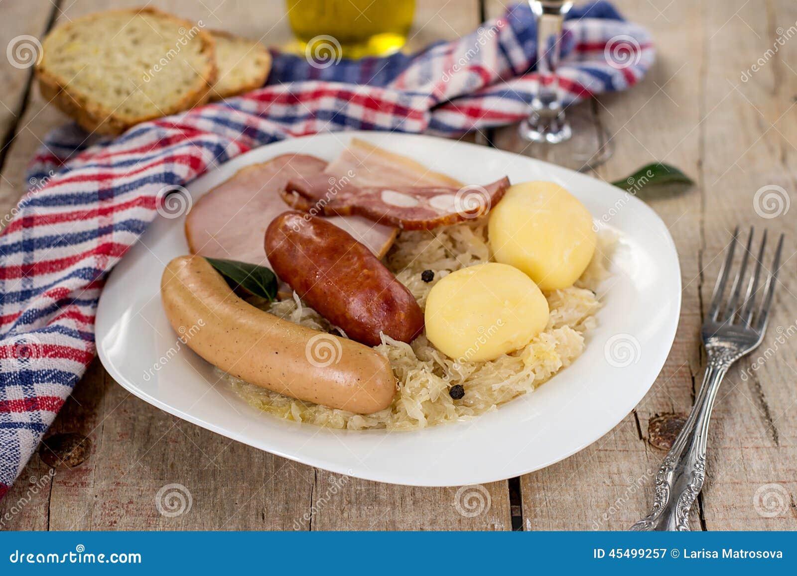 法国传统圆白菜膳食choucroute