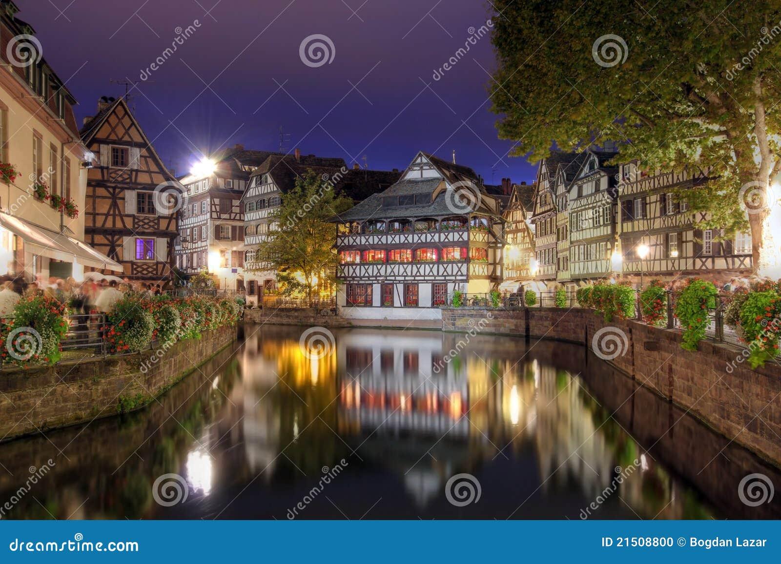 法国晚上小的史特拉斯堡