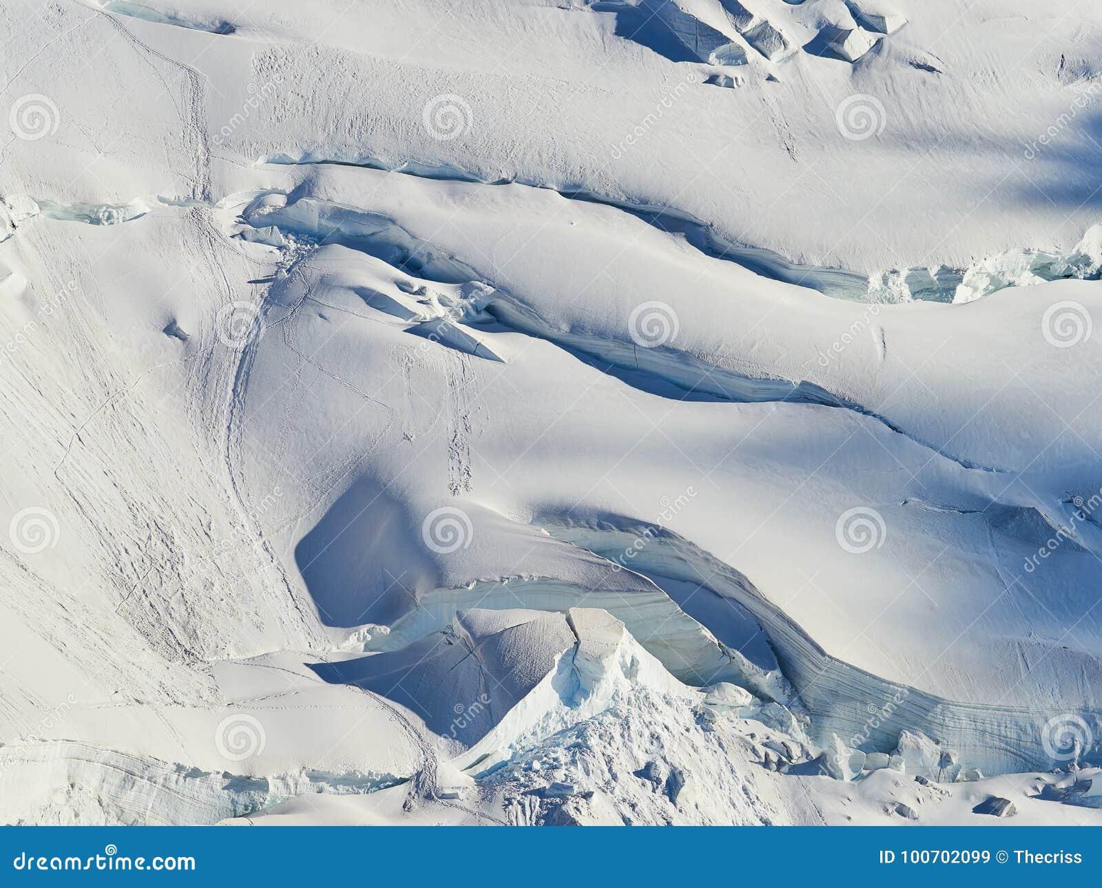 法国阿尔卑斯、勃朗峰和冰川如被看见从南针峰,夏慕尼,法国