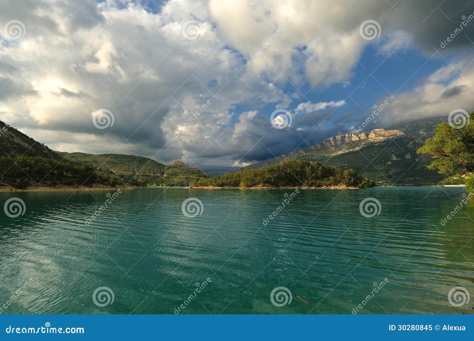 法国阿尔卑斯-山湖