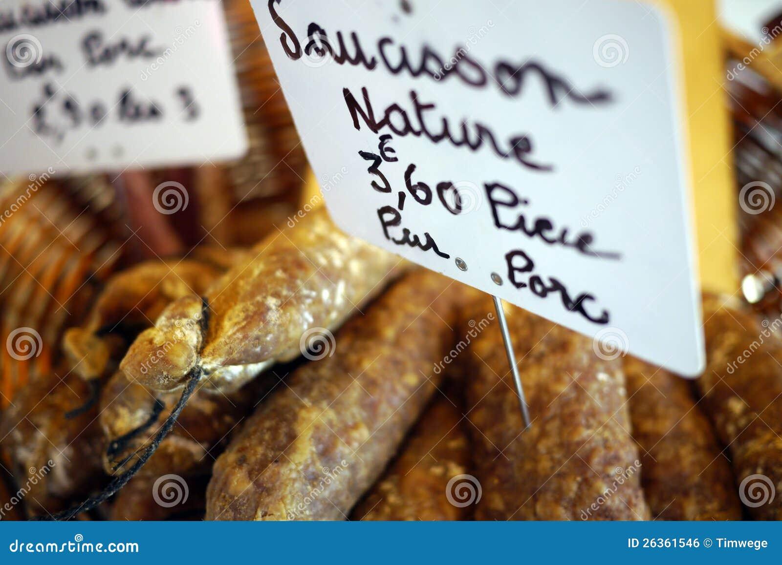 法国香肠在市场上