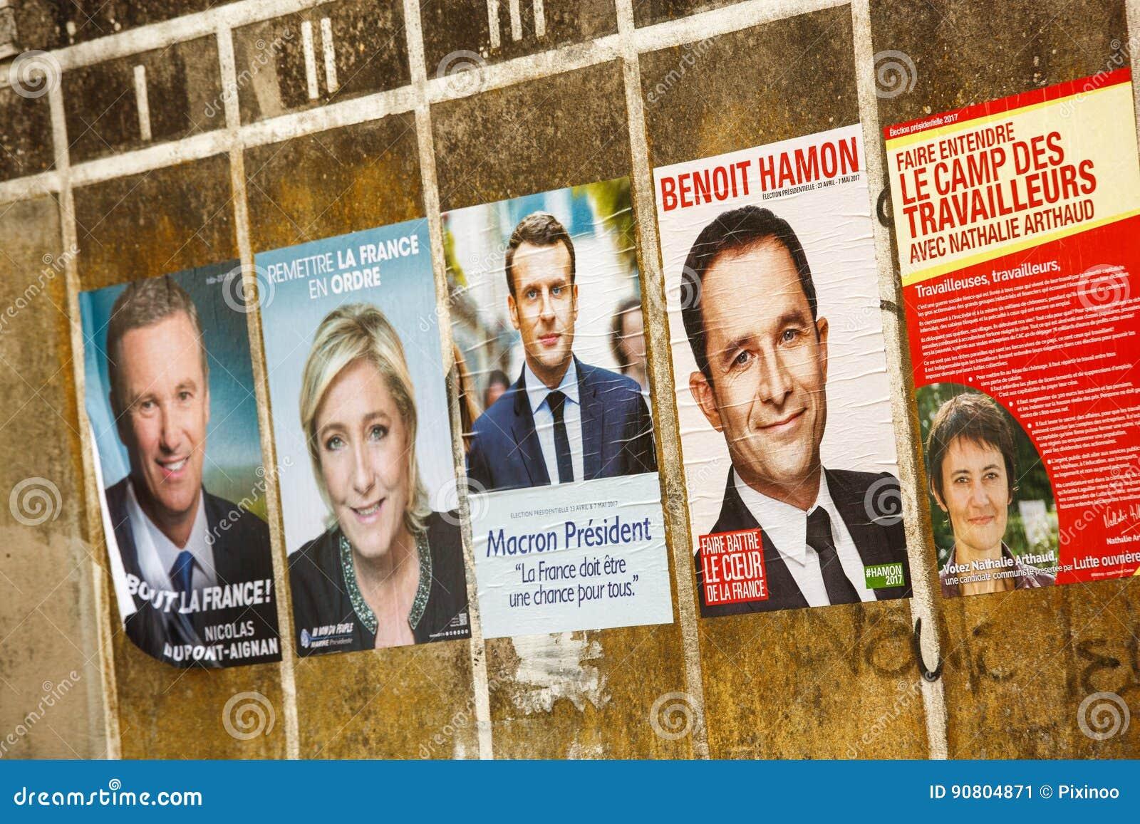 2017法国总统选举的竞选海报在一个小村庄