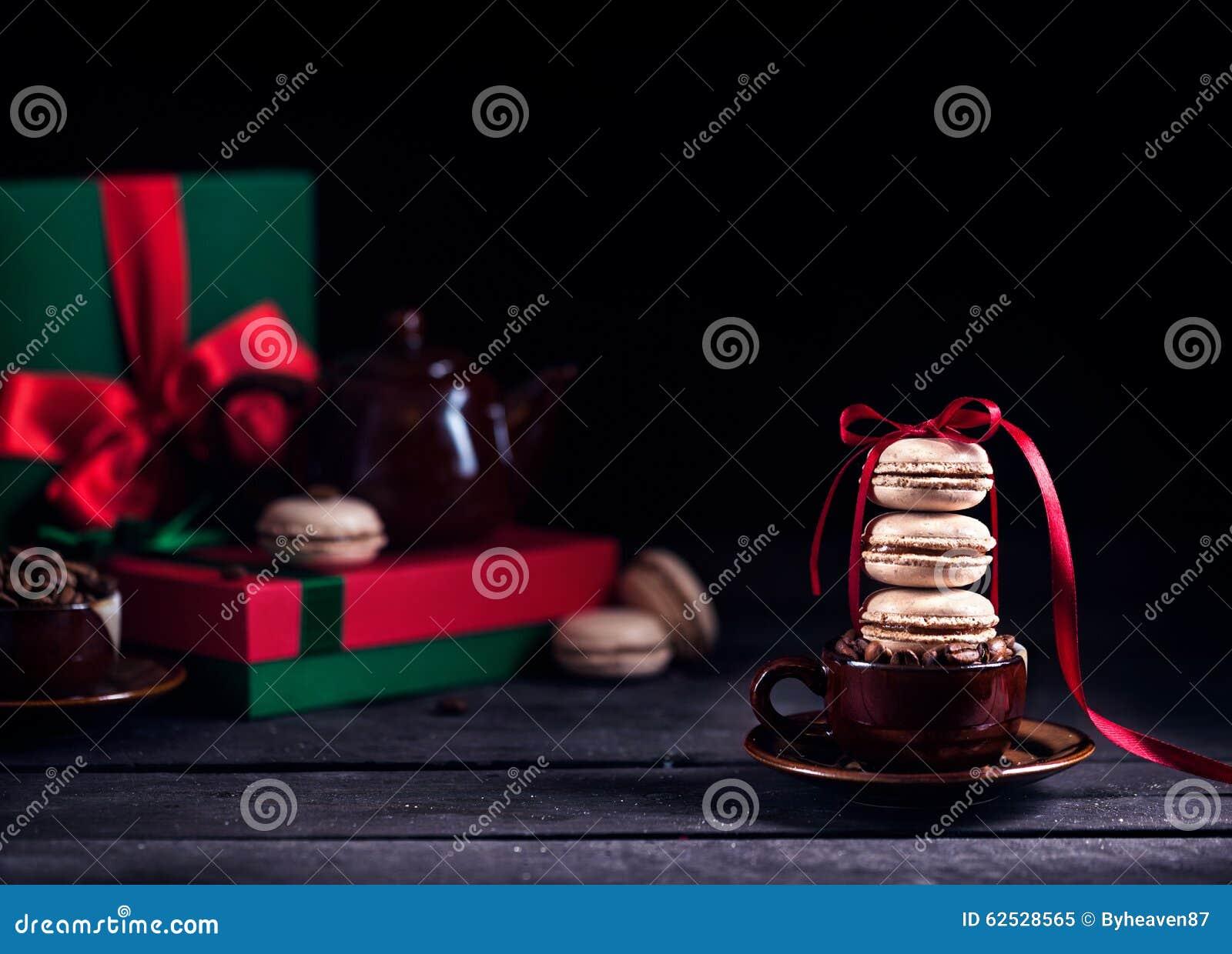 法国macarons和咖啡在圣诞节