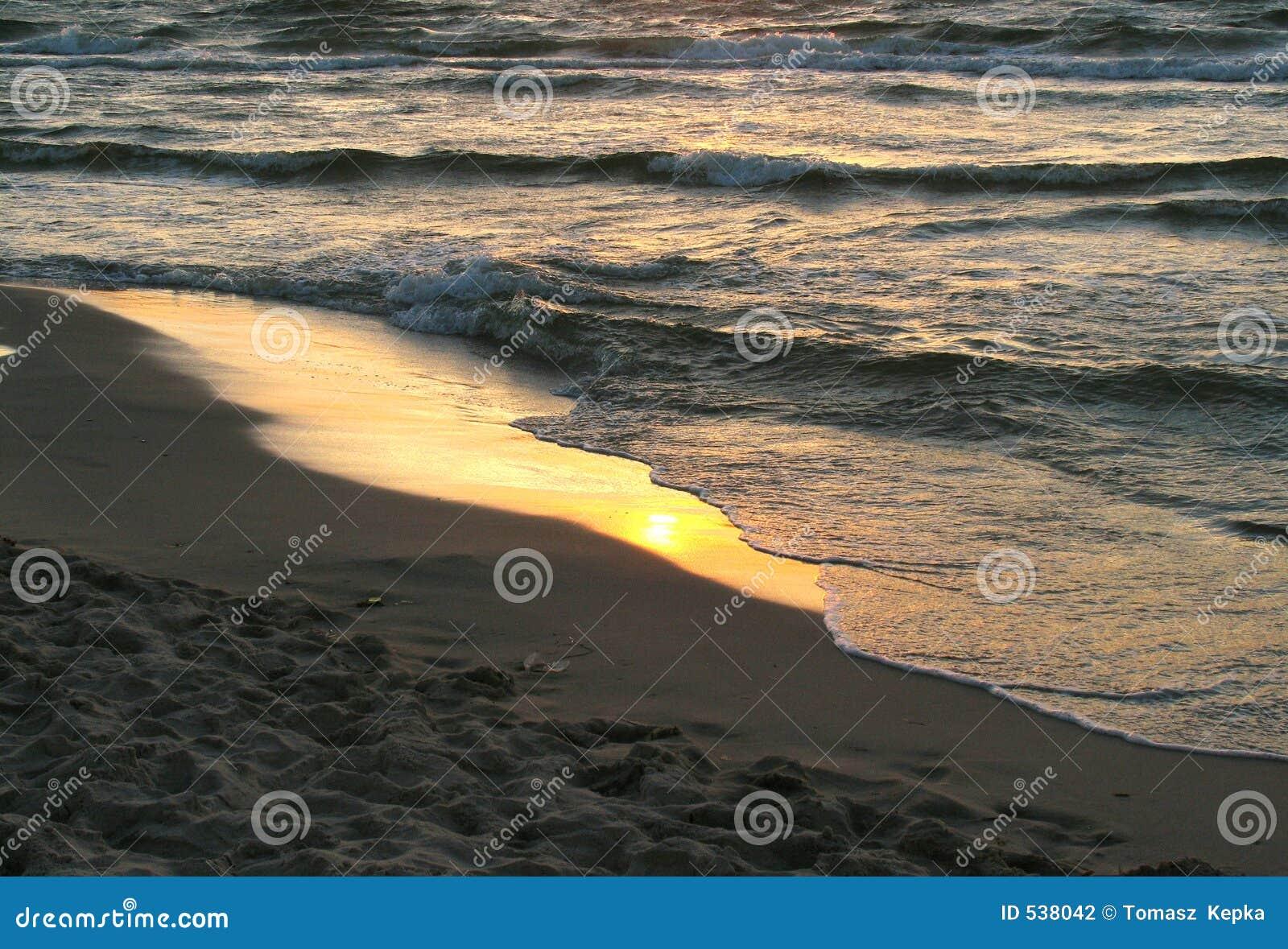 Download 波儿地克的海边 库存照片. 图片 包括有 晒裂, 波兰, 火箭筒, 海运, 沙子, 海边, 夏天, 日落, 通知 - 538042