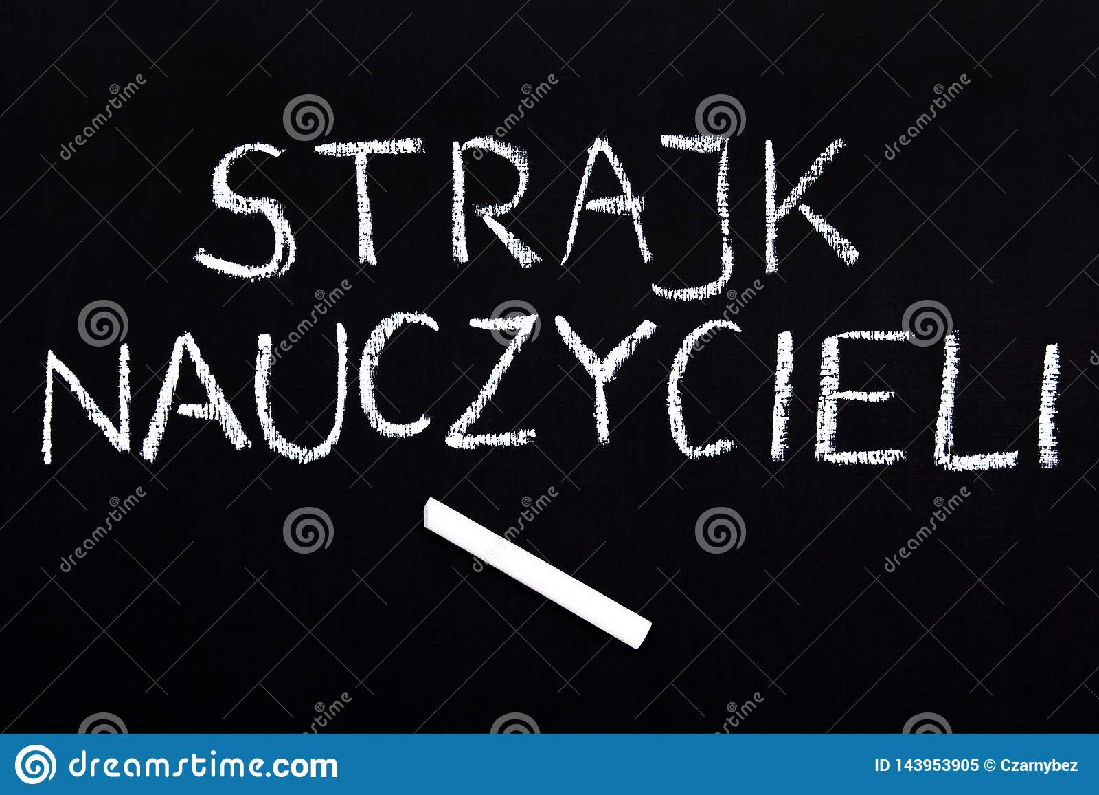 波兰词老师在黑板触击