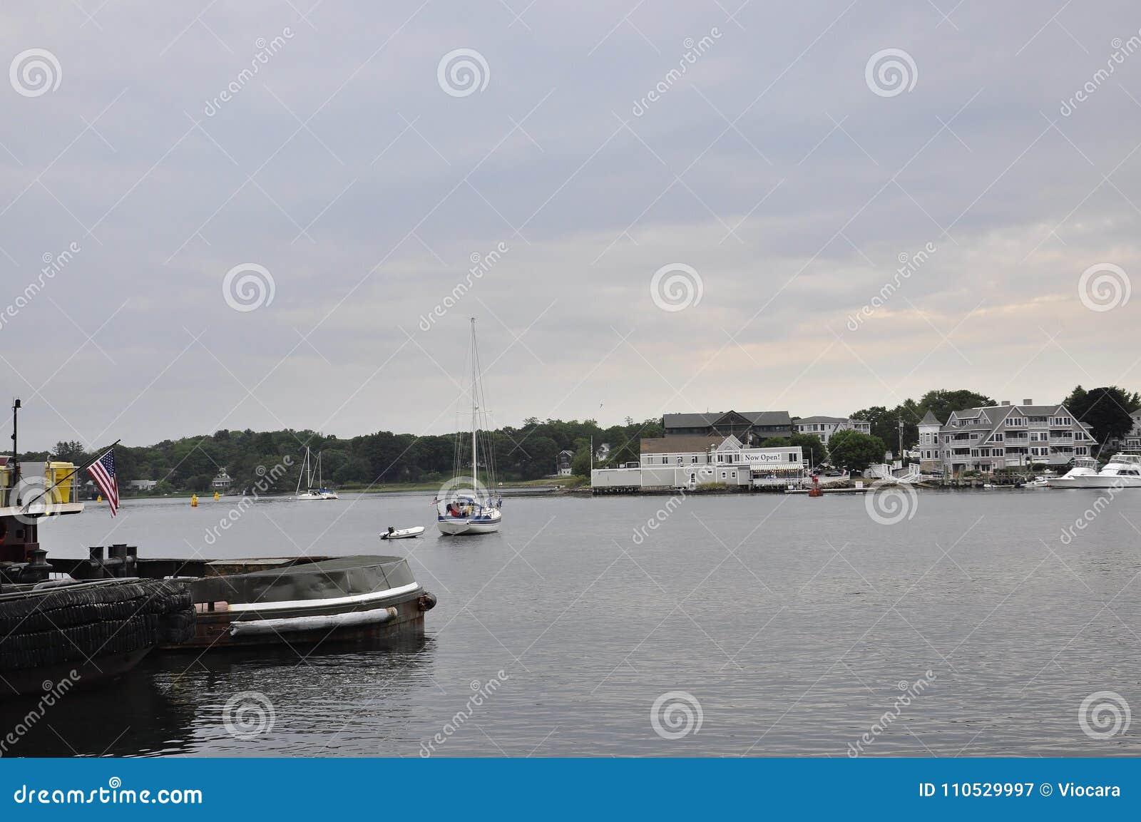 波兹毛斯6月30日:从波兹毛斯街市的老港口在美国的新罕布什尔