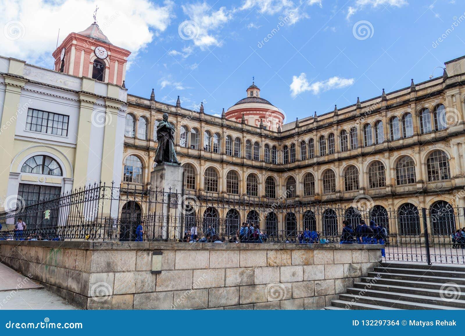 波哥大,哥伦比亚- 2015年9月24日:圣巴塞洛缪Colegio市长de圣巴托洛梅岛学院在伯格特街市