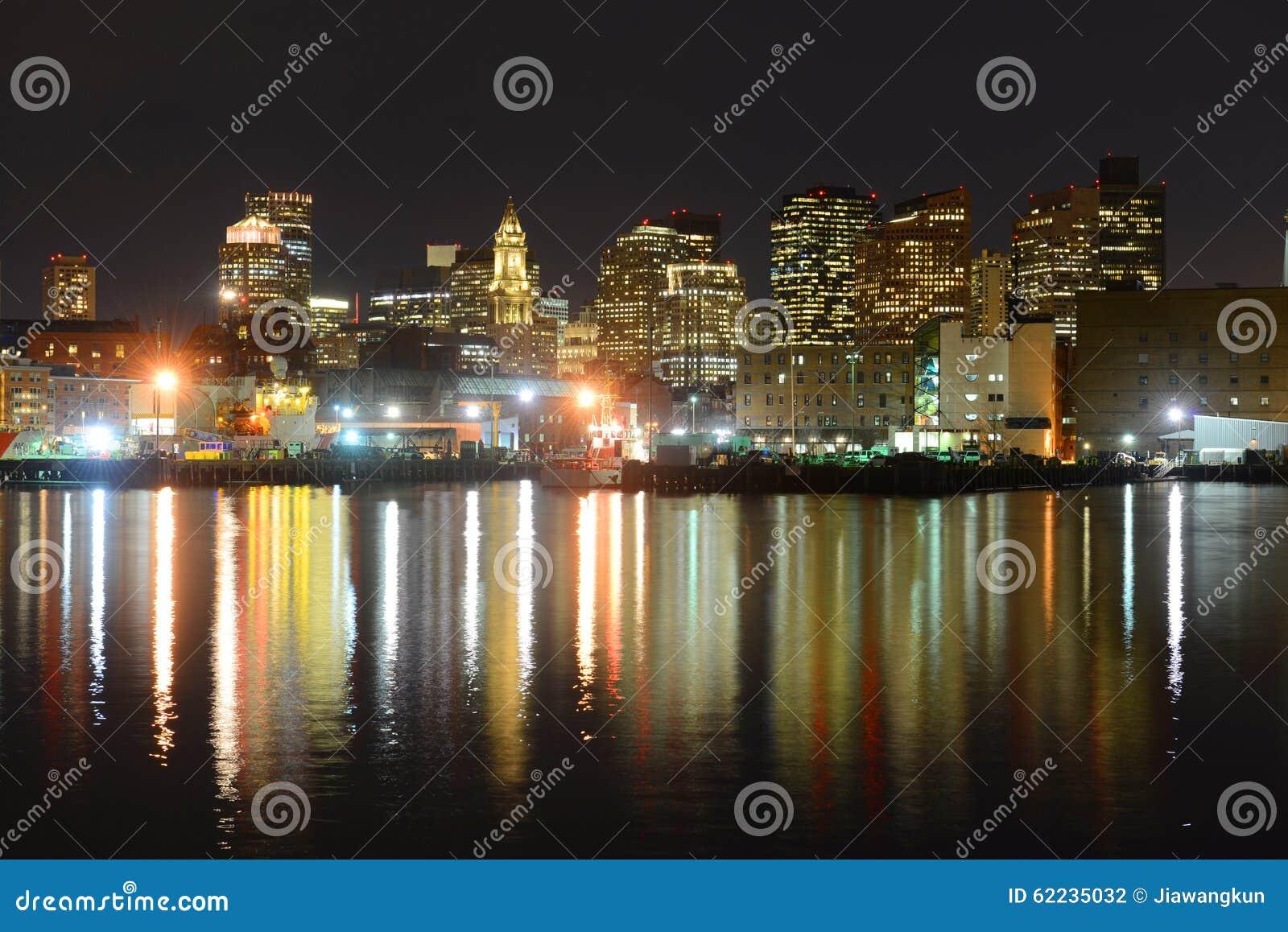 波士顿地平线在晚上,马萨诸塞,美国