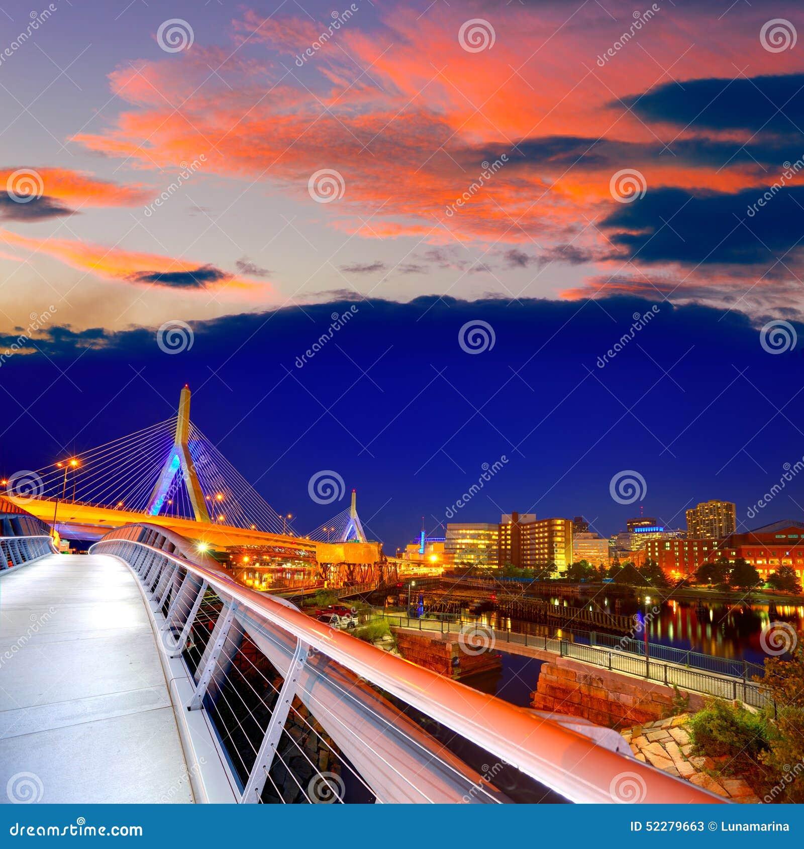 波士顿Zakim桥梁日落在马萨诸塞