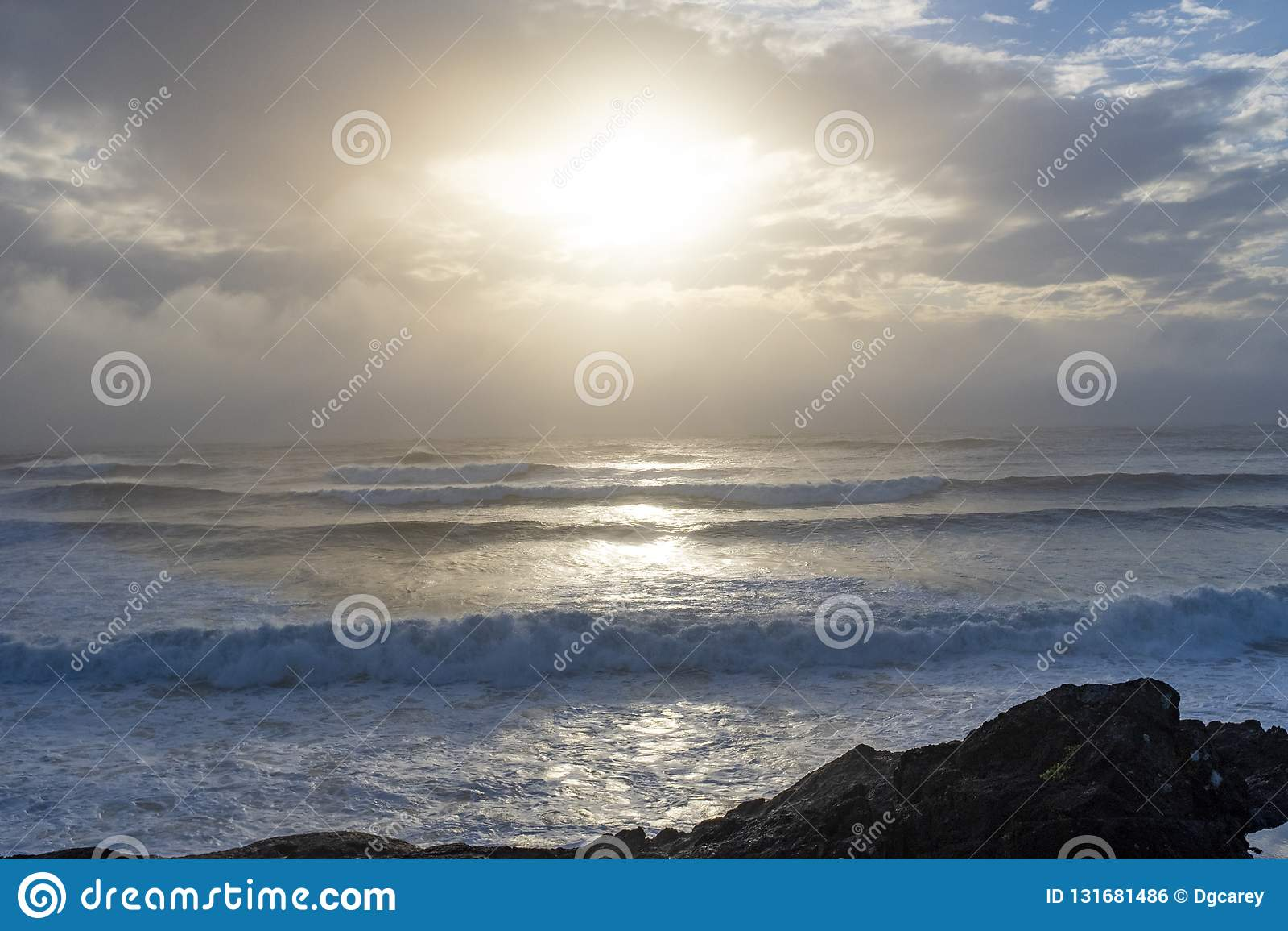 波浪在考克斯海湾在托菲诺冲上岸,BC