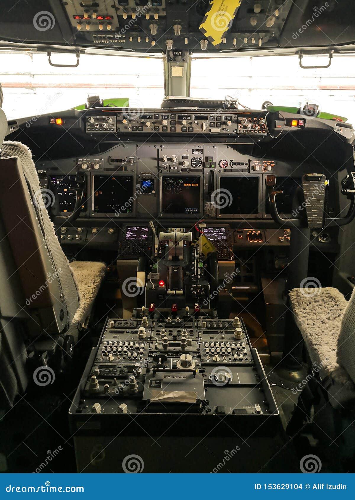 波音737-800的驾驶舱视图