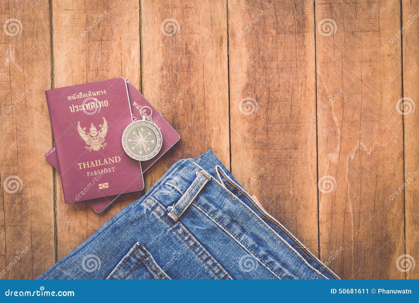Download 泰国护照和指南针在木头 库存图片. 图片 包括有 框架, 聚会所, 背包, 货币, 发现, 定位, alamos - 50681611