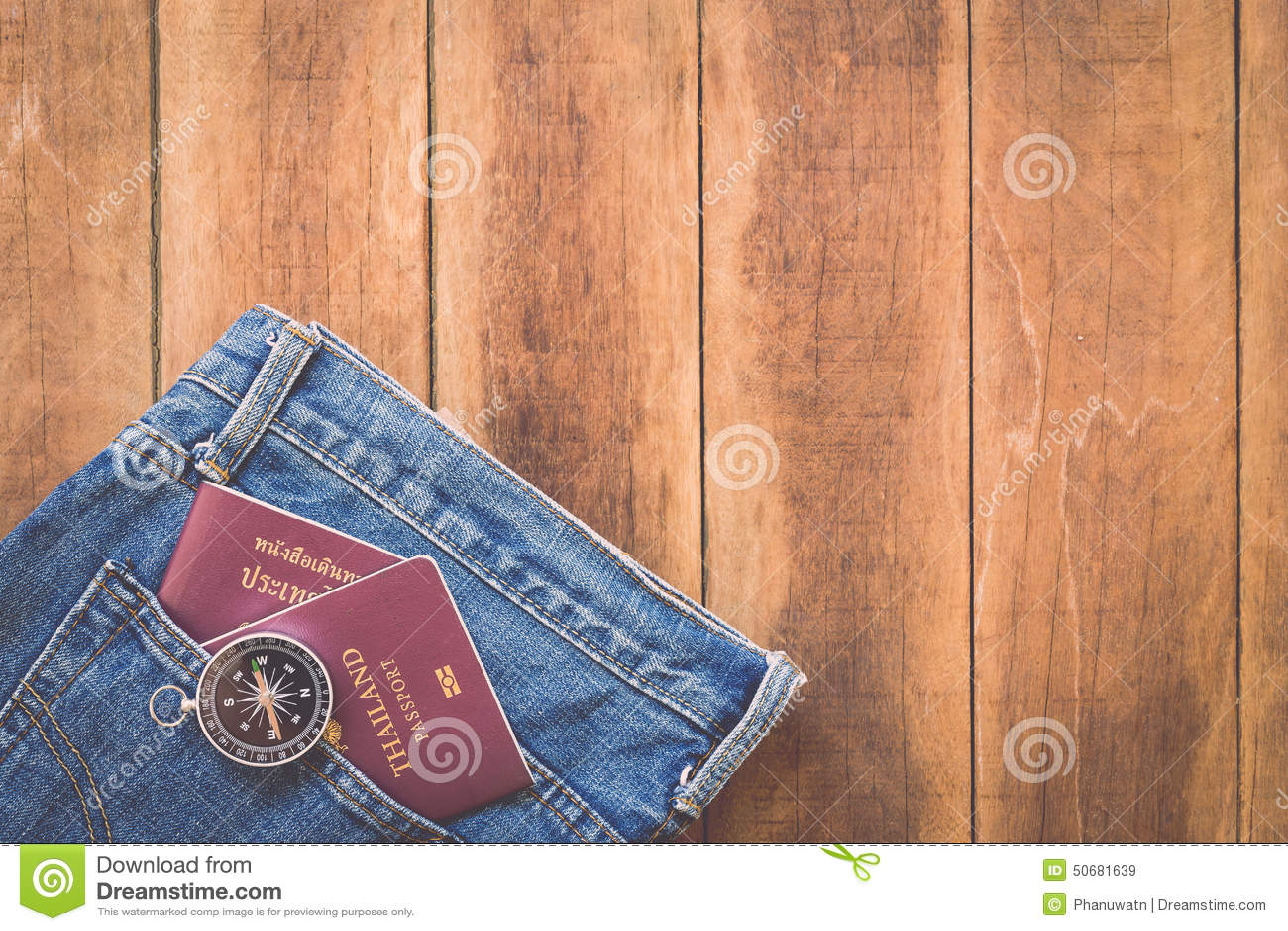 Download 泰国护照和指南针在木头 库存图片. 图片 包括有 发现, 看板卡, 框架, 证券, 绳索, 国际, 旅途 - 50681639