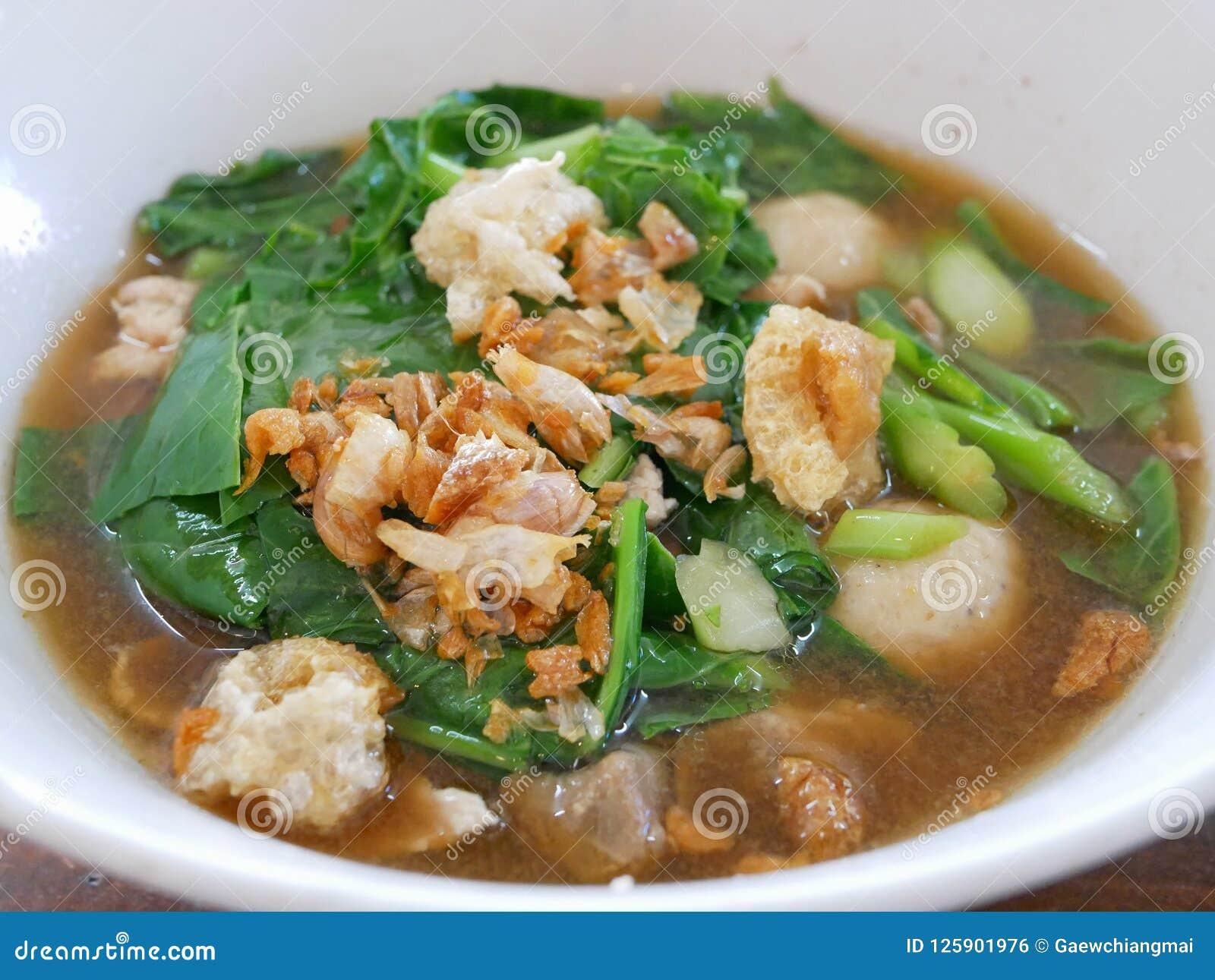 泰国样式菜炖煮的食物猪肉汤Gaw老挝人Moo大桶